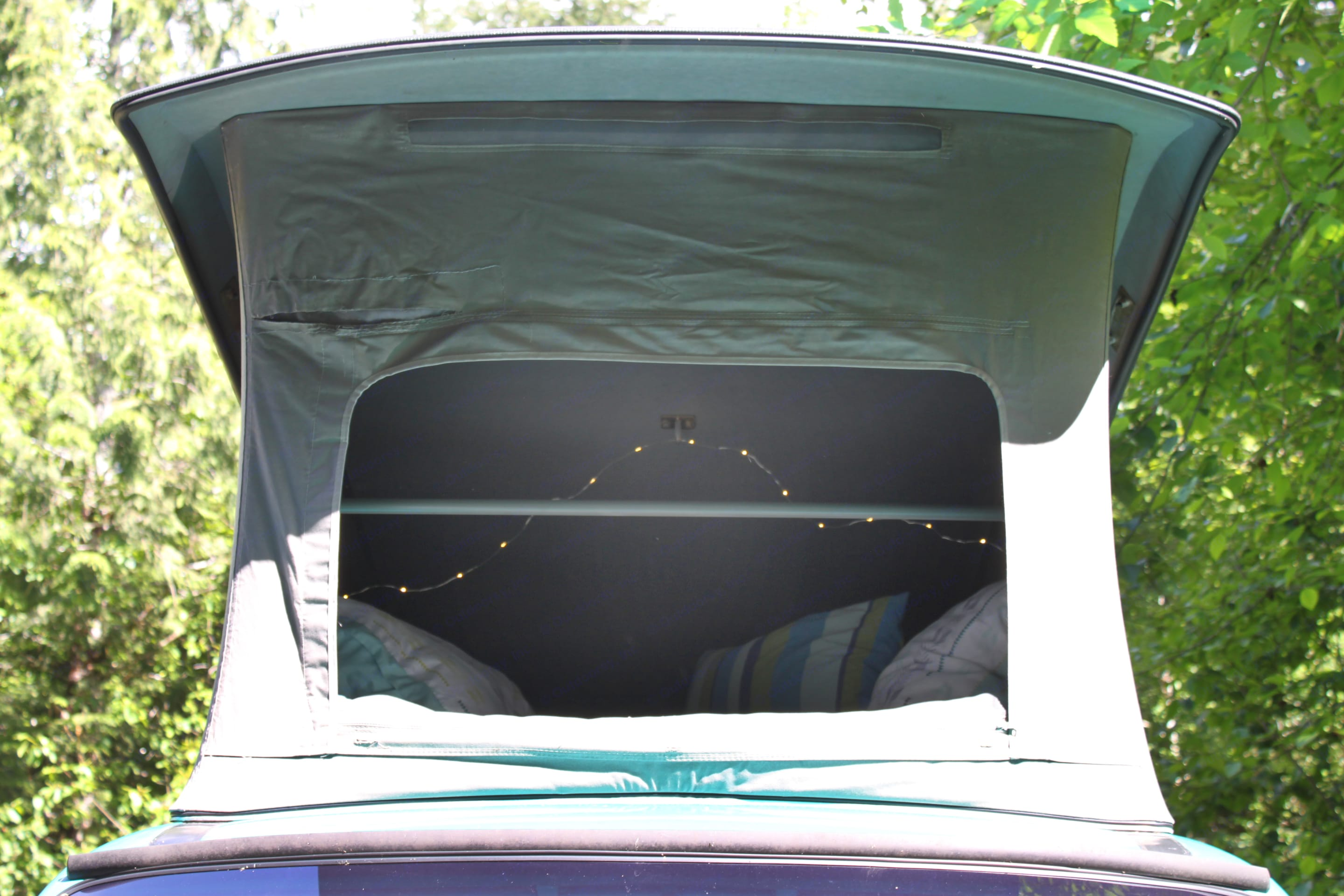 The pop top has mesh windows so that you can enjoy the view from above!. Volkswagen Eurovan Weekender 1993