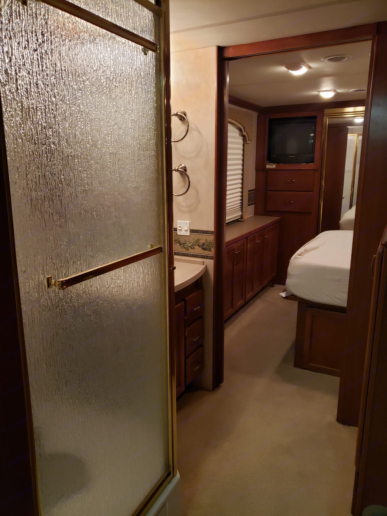 The shower is spacious! The toilet is in it's very own room.. Fleetwood Bounder 2005
