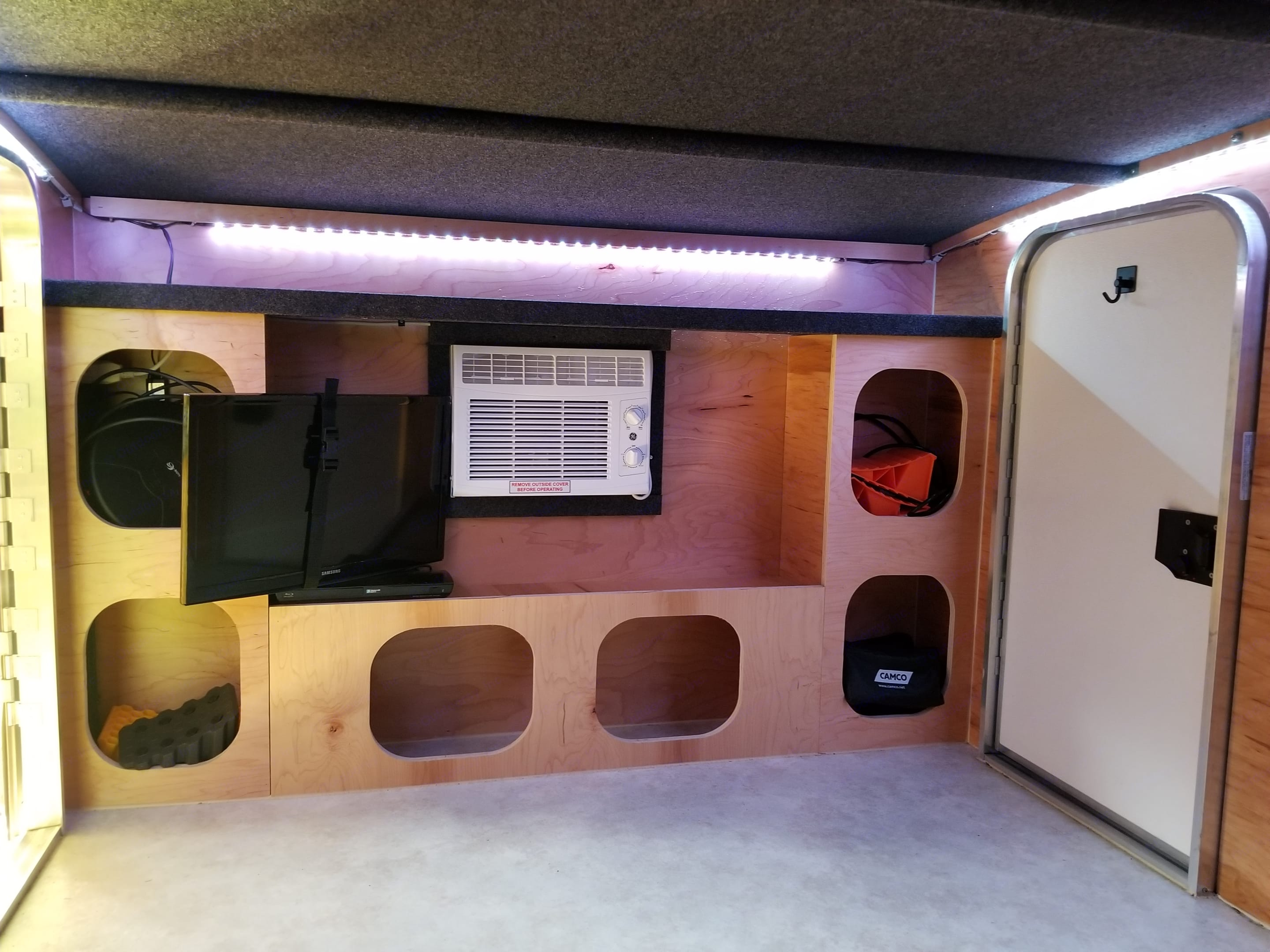 A/C, Storage, and TV with Blu-Ray player. Runaway Campers Rangerunner 2019