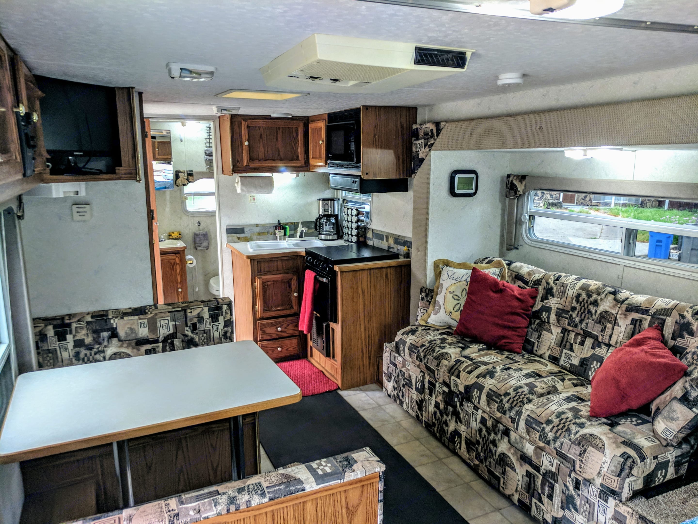 Absolutely pristine!! Looks and feels new with lots of light and windows.. Forest River Sandpiper 2003