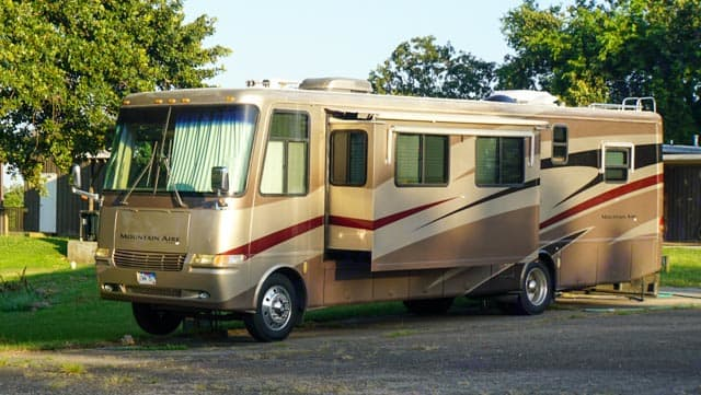Leveling jacks, 7000 watt generator, corian counters, can go off grid but NOT off road. Newmar Mountain Aire 2003