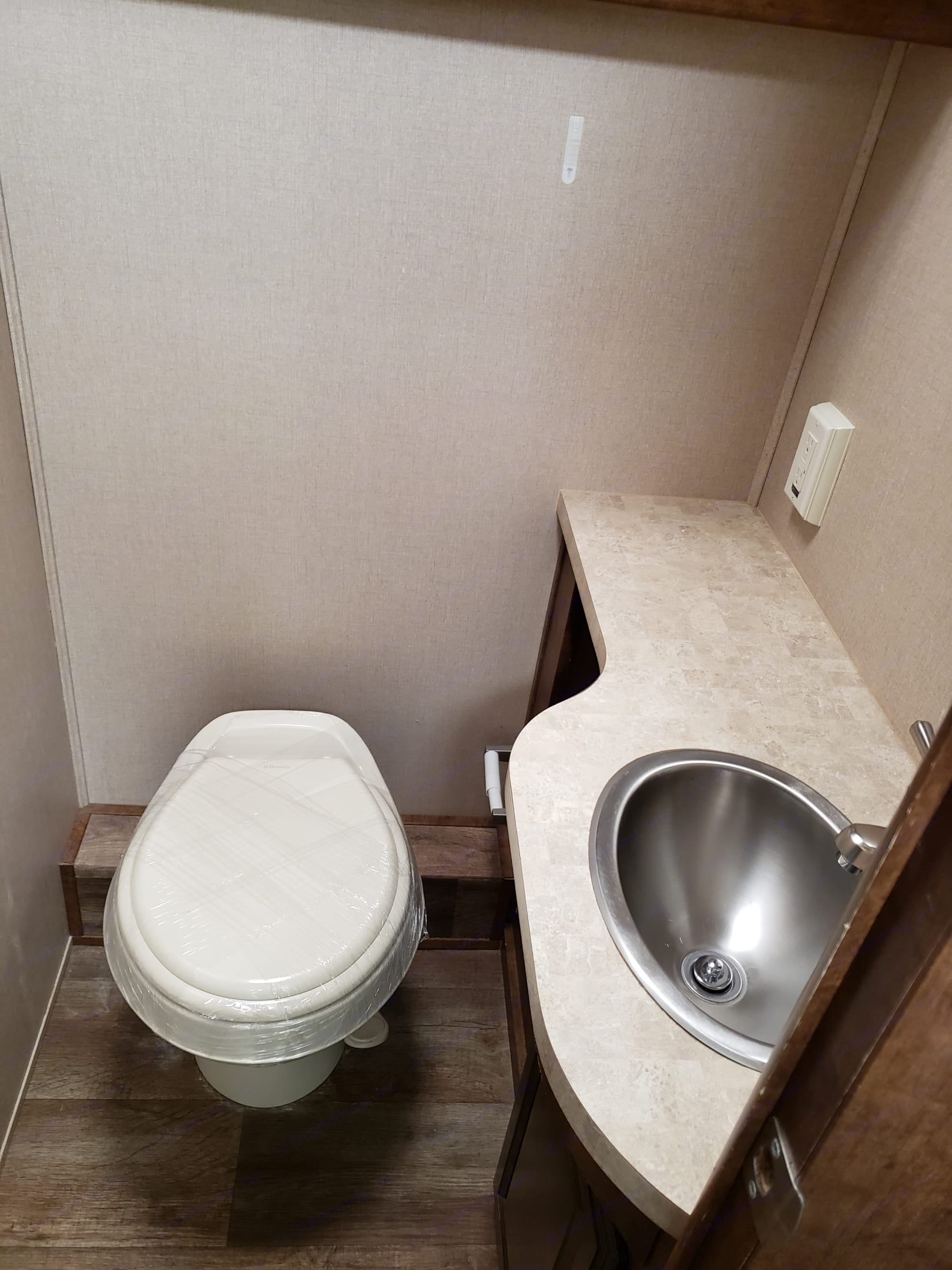 Separate toilet area from shower . Forest River Fr3 2015