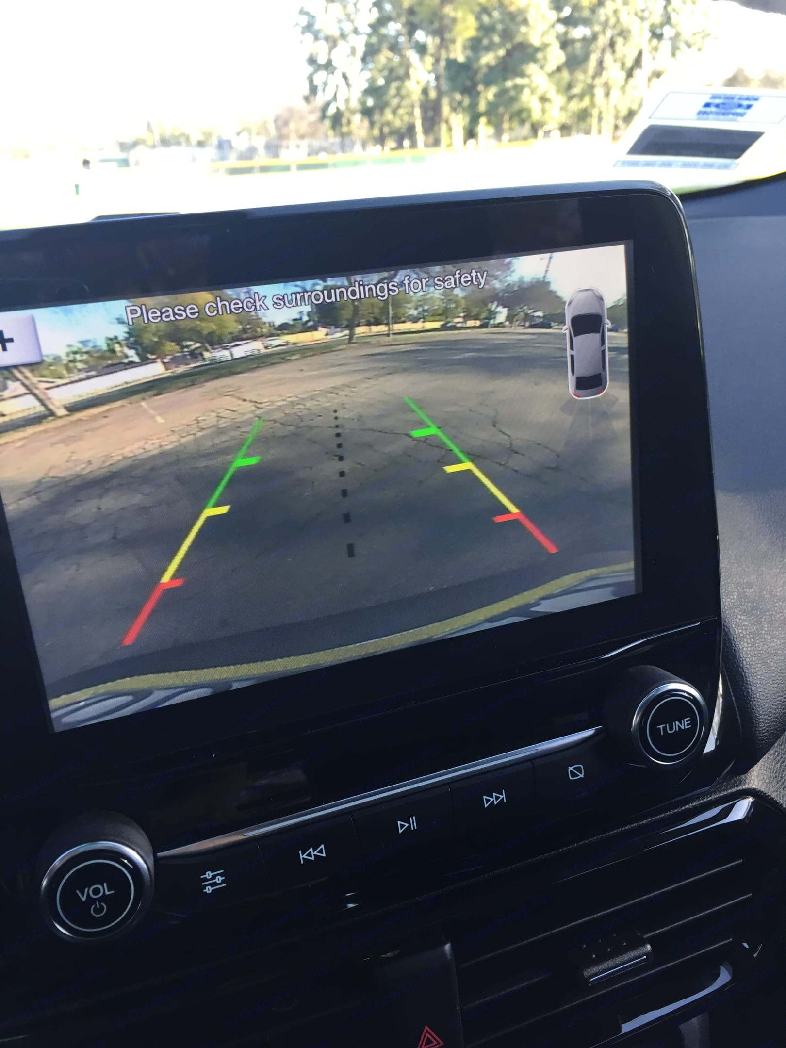 large touch screen reverse camera (also has sat nav). ford ecosport 2018