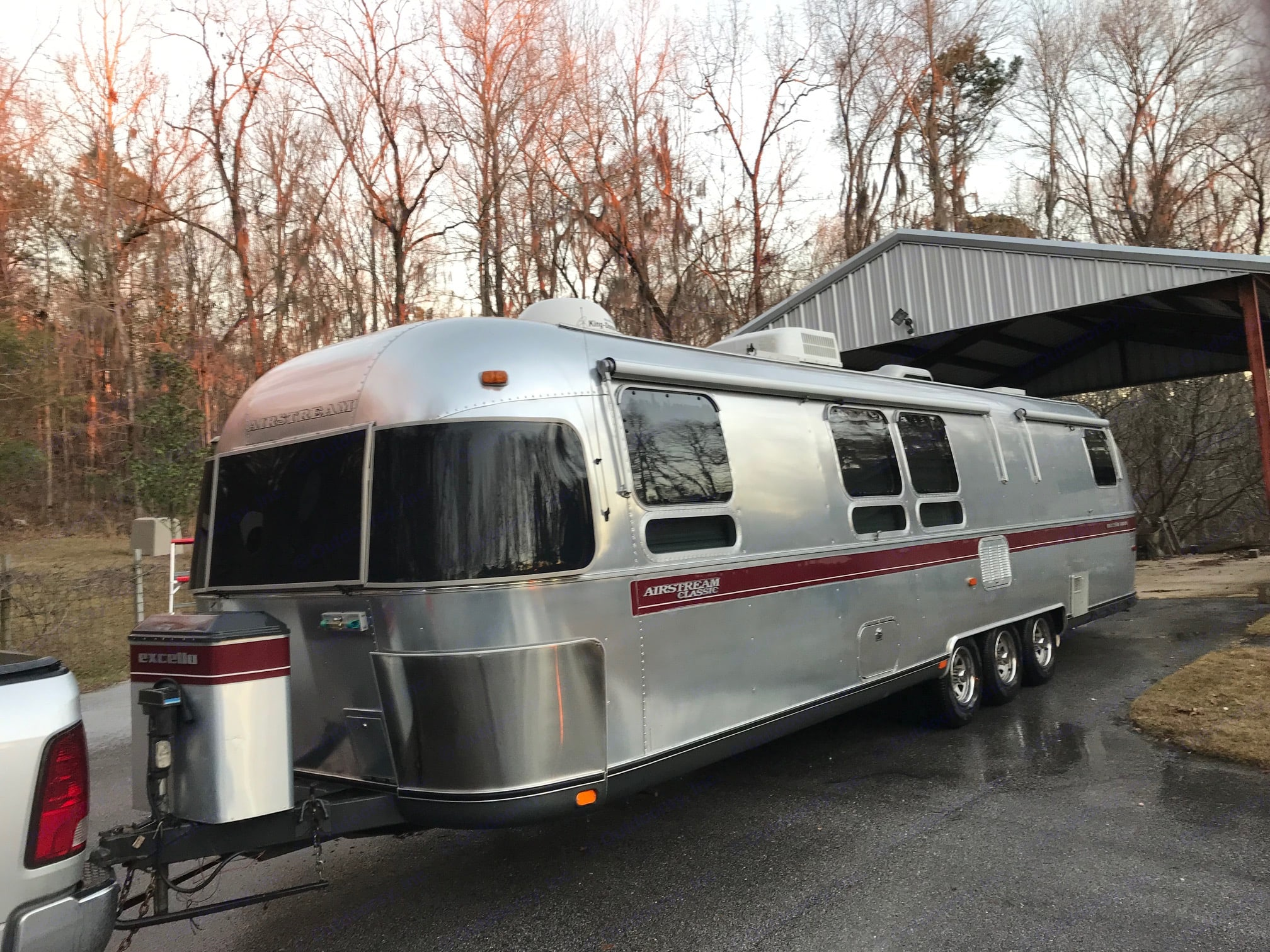 Drivers Side Front View. Airstream Excella 1994