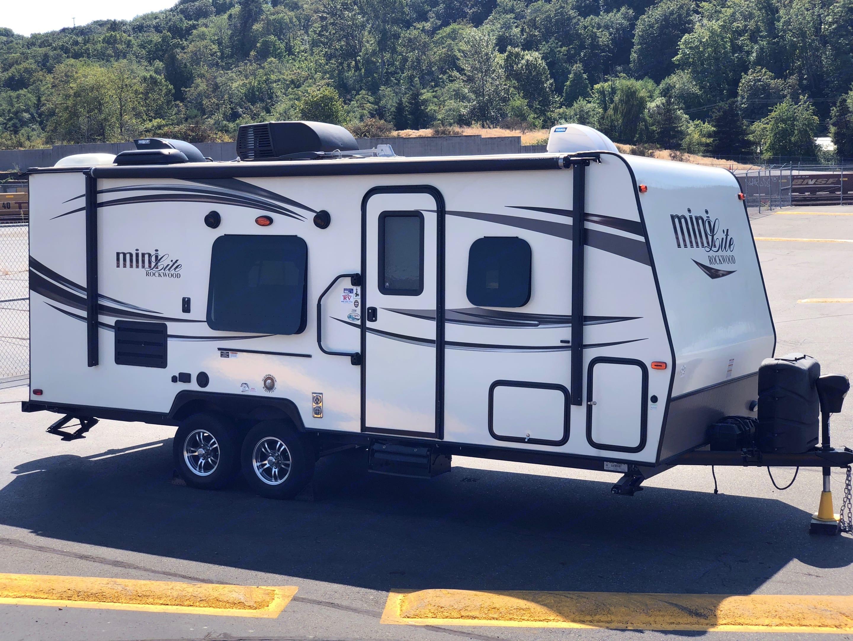 Passenger side of the trailer. Forest River Mini-Lite 2016