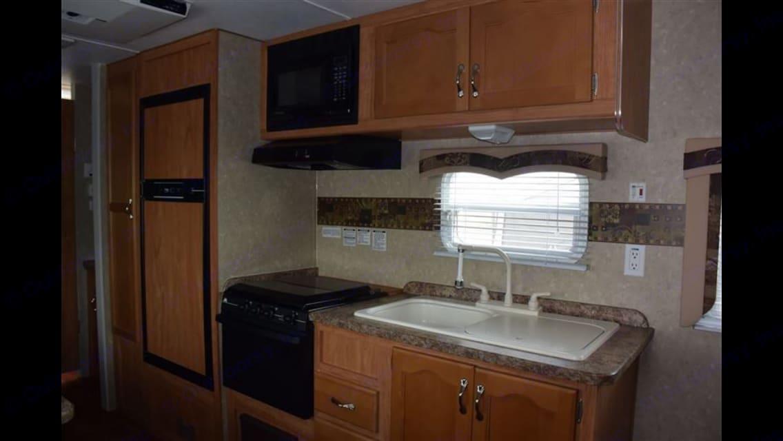 Kitchen and fridge. Gulf Stream Conquest 2009