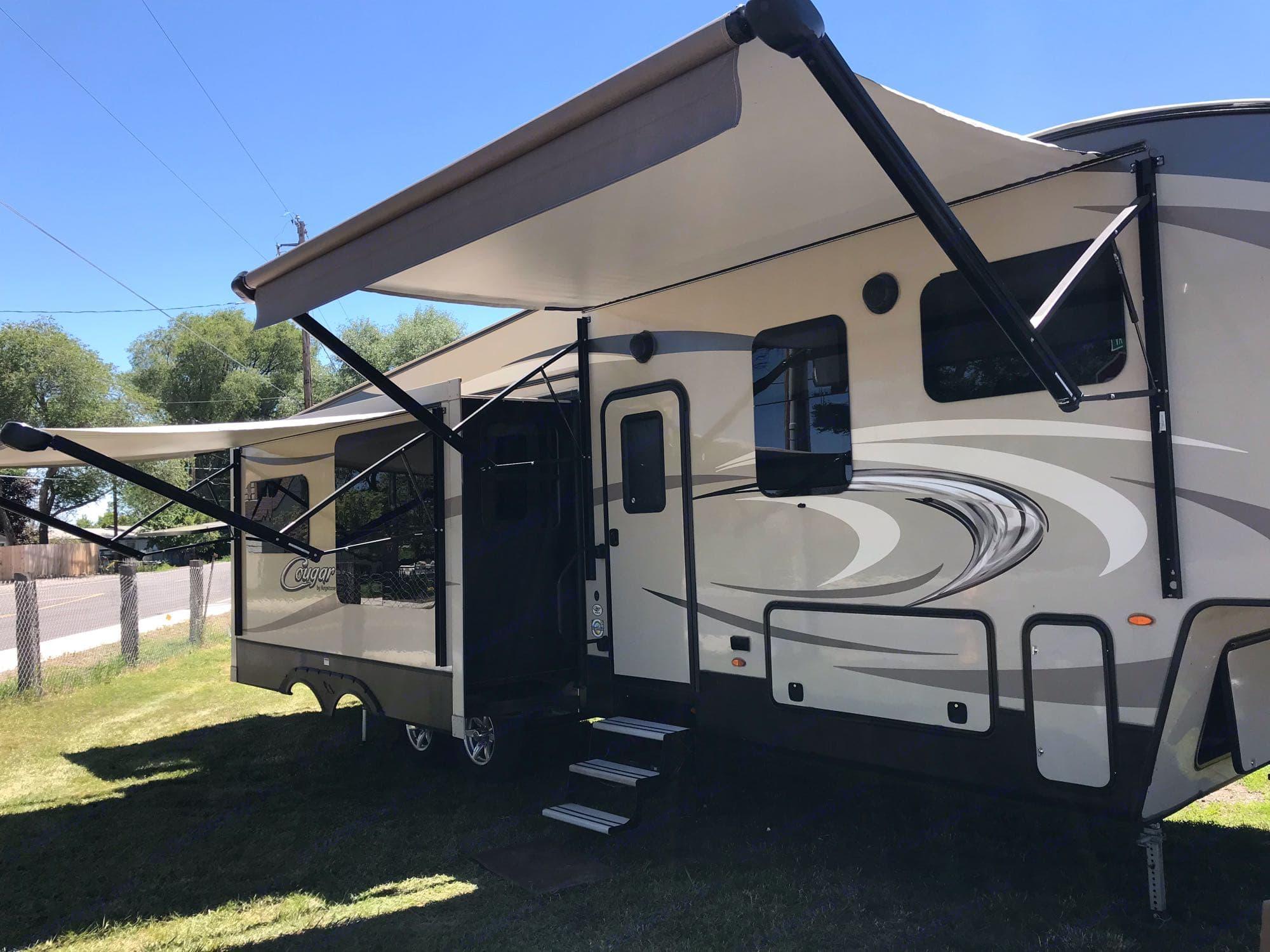 dual awnings. Keystone Cougar 336BHS 2018