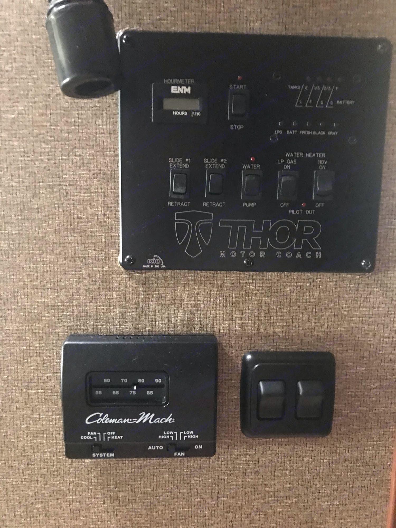 Control panel. Thor Motor Coach Miramar 2016