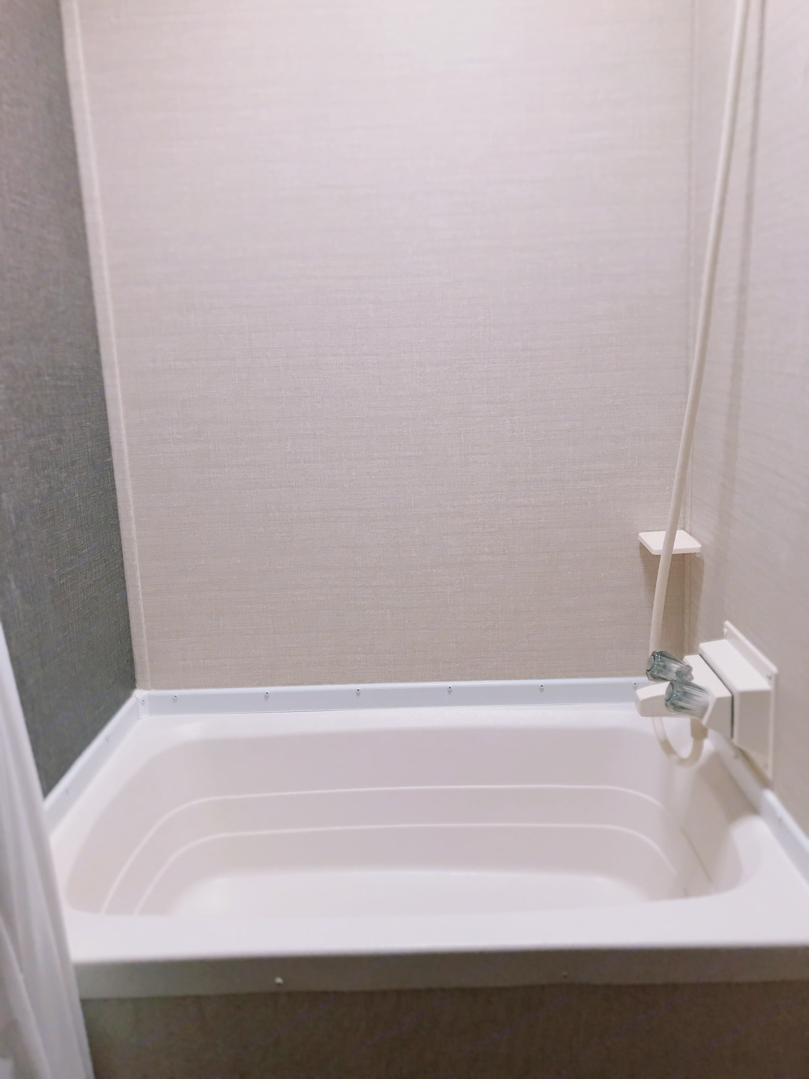 Decent sized shower. You need to bring your own personal toiletries. Bathmat + toilet paper + tank treatmentprovided. . Keystone Summerland 2015