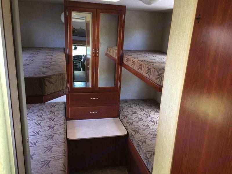 4 bunk beds. Fleetwood Tioga 2008