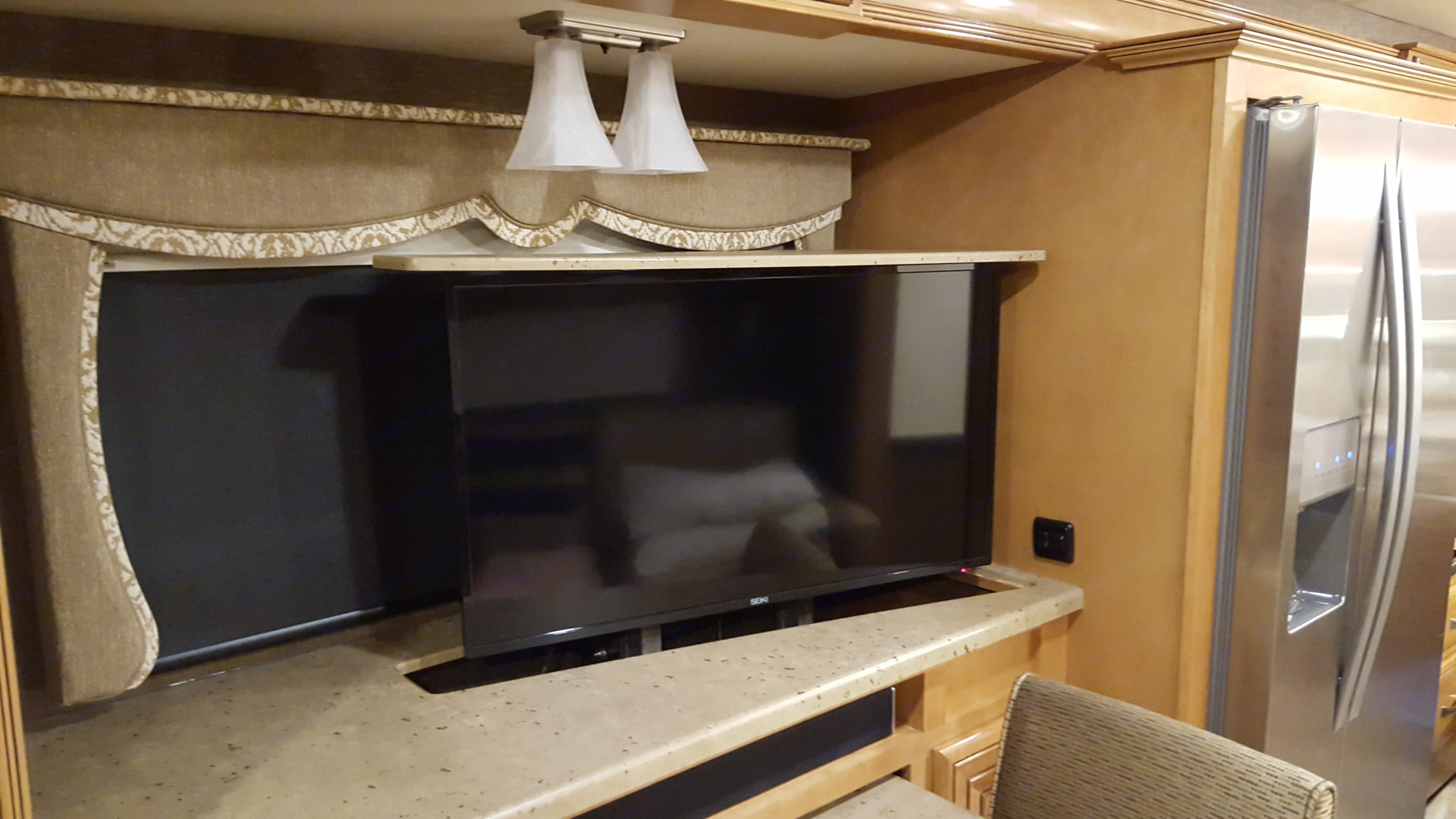 Relax and watch your favorite movies inside on this retractable TV.. Thor Motor Coach Challenger 2016