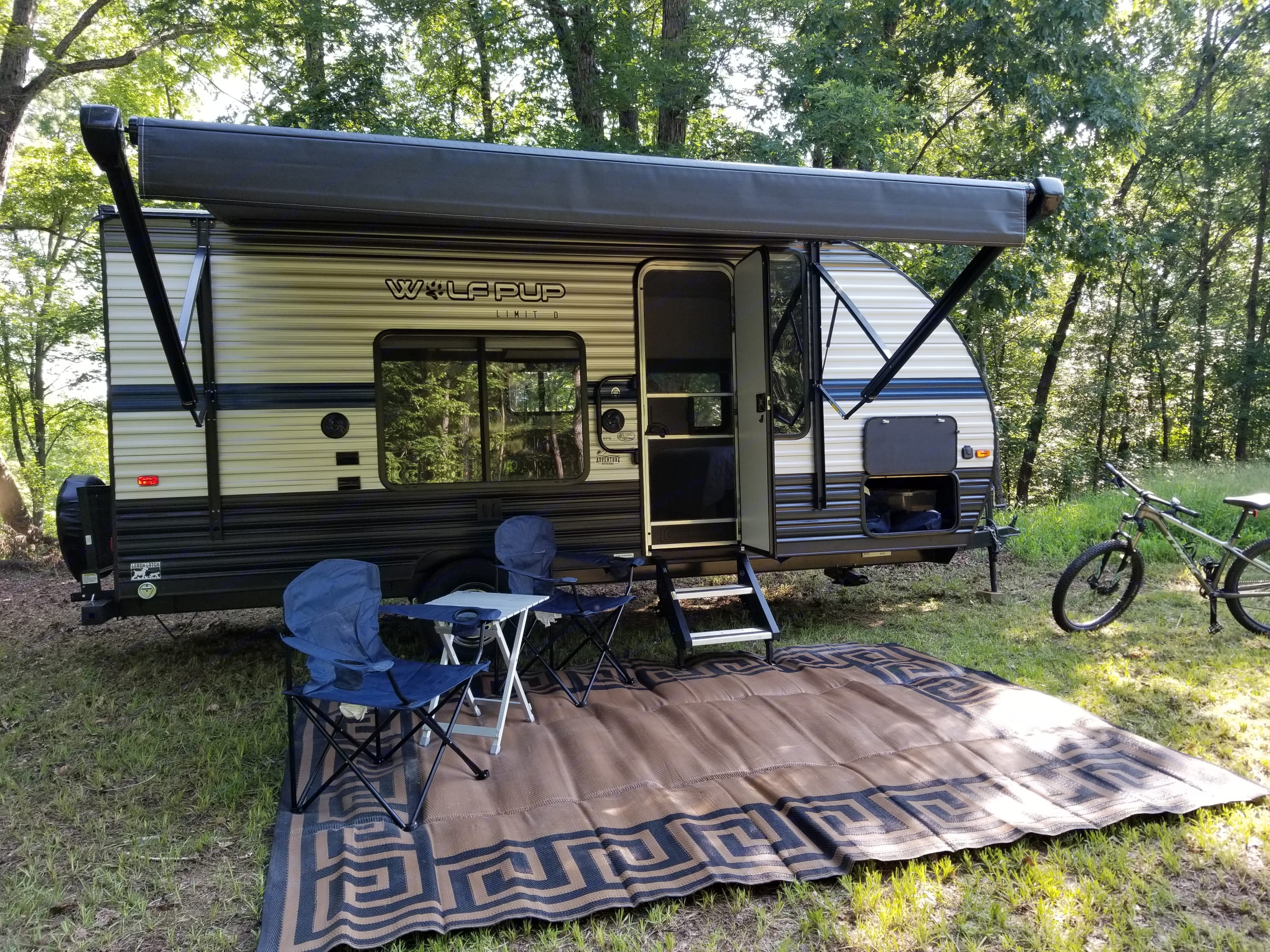 Easy to setup, automatic awning! Chairs, table and outdoor carpet included. . Forest River Wolf Pup 2020