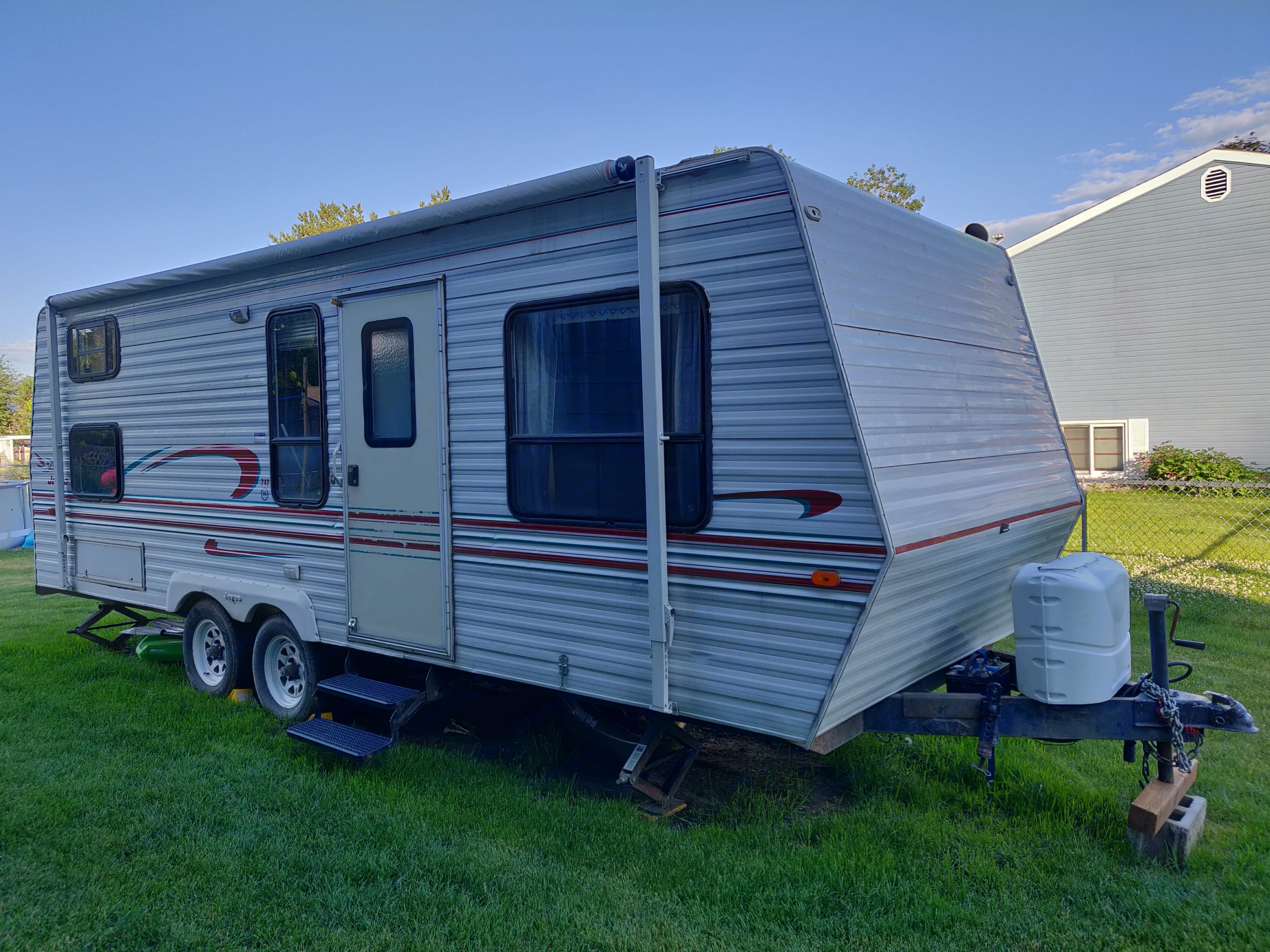 Your home away from home! Or just your camping home.. Jayco Eagle M 242 FK 1998