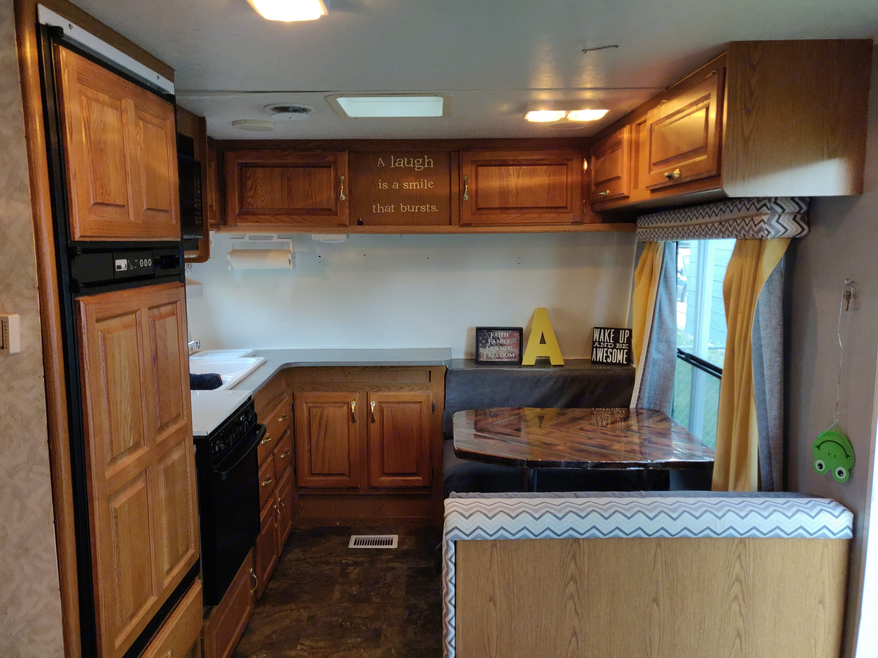 BIG Kitchen with tons of storage.. Jayco Eagle M 242 FK 1998