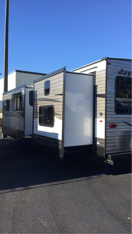 Dual Slides for More Space!. Jayco Jay Flight 2018
