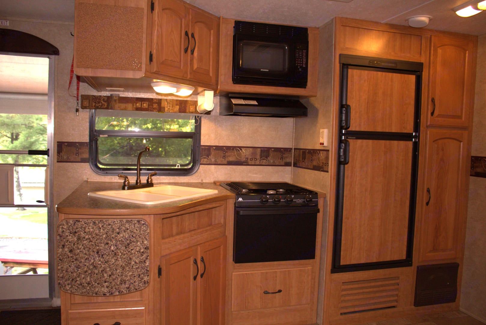 The kitchen.. Keystone Sprinter 264BHS 2009