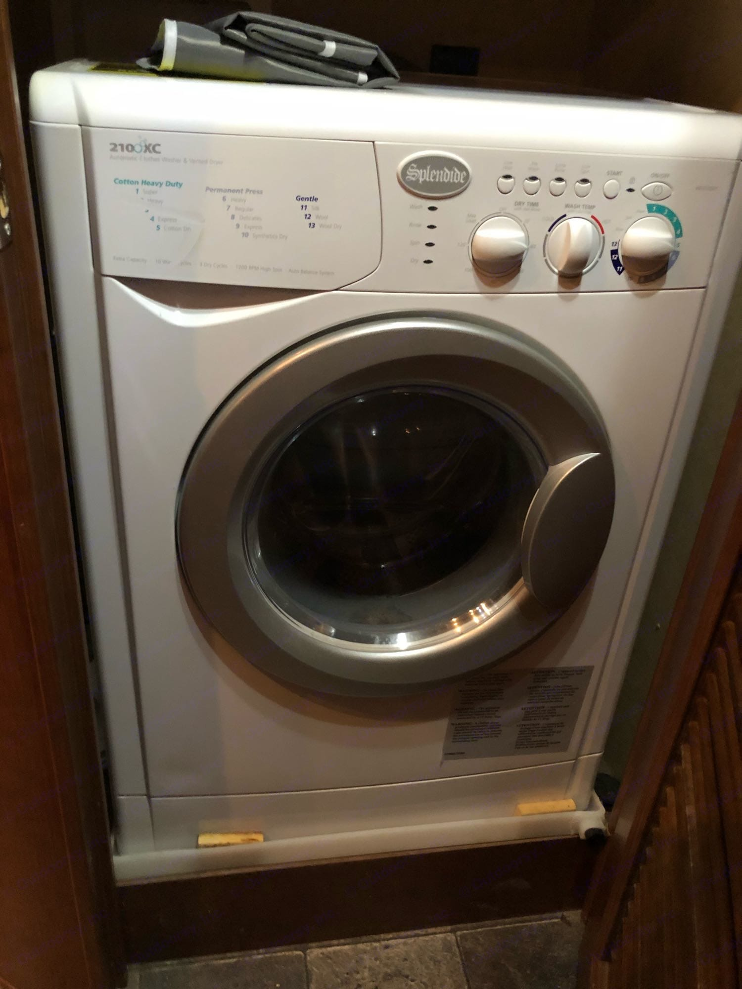 Washer/dryer combo, stocked with detergent/dryer sheets.. Dutchmen Voltage 2014