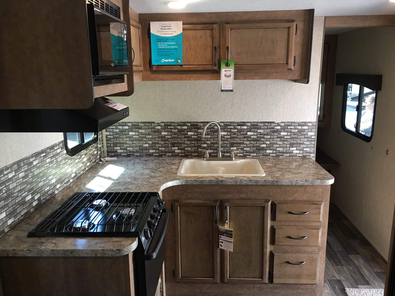 Plenty of kitchen space. Starcraft Launch 2017