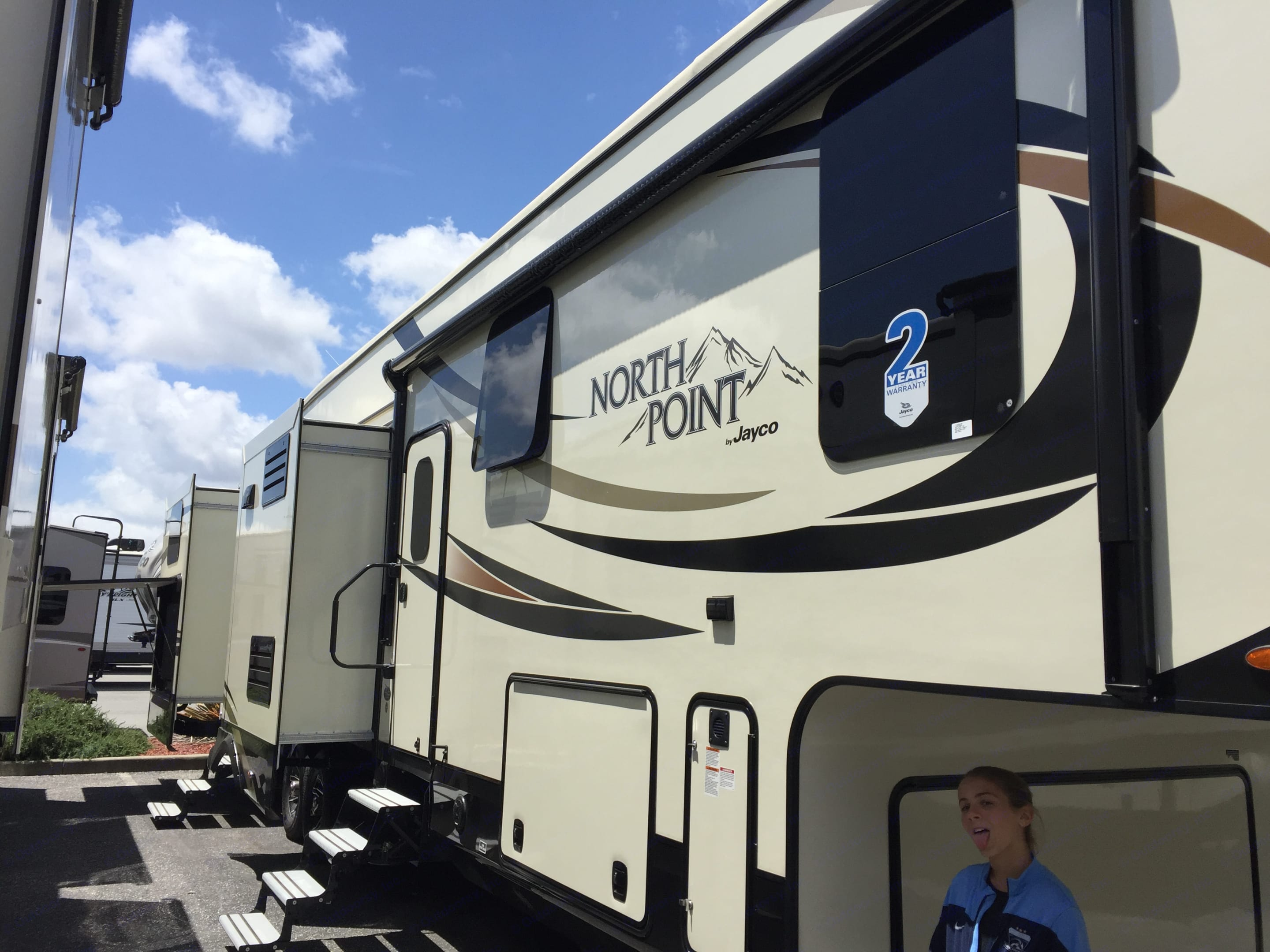 2 slides shown with 5 in total giving you a very spacious layout. Jayco North Point 2017