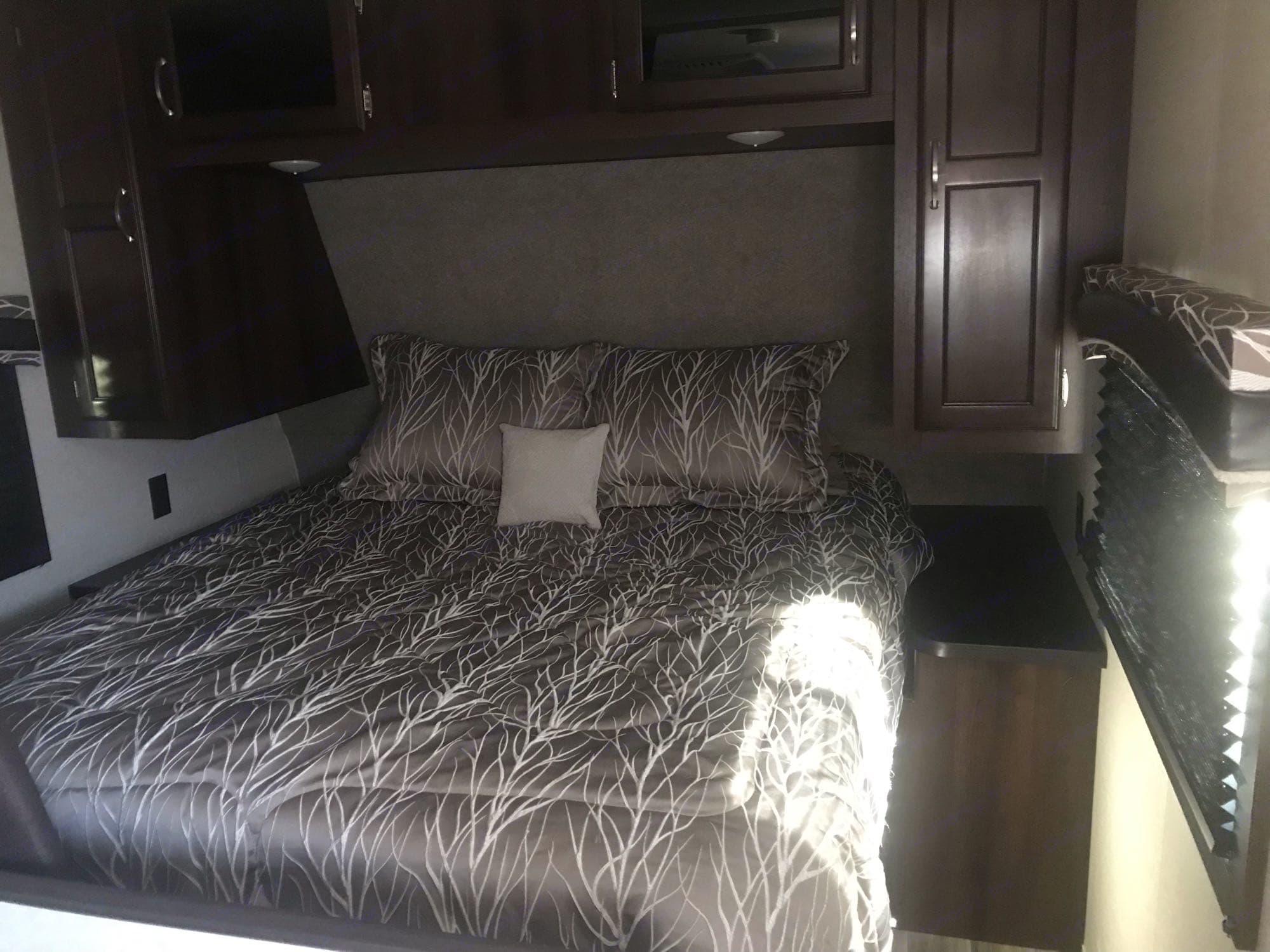 queen bed. Jayco Jay Flight 2018