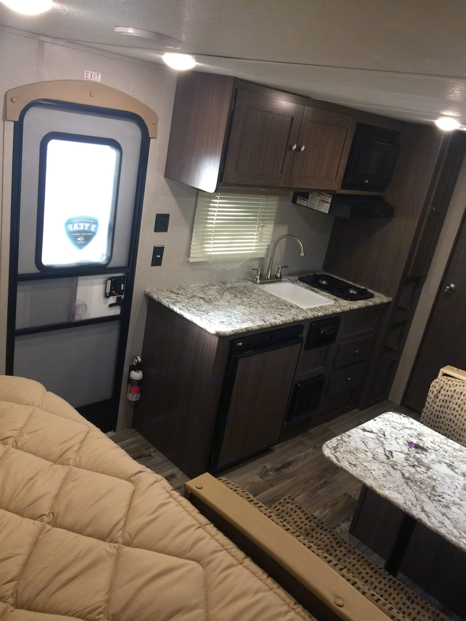 Loads of counter space for a trailer of any size. Keystone Hideout 2019