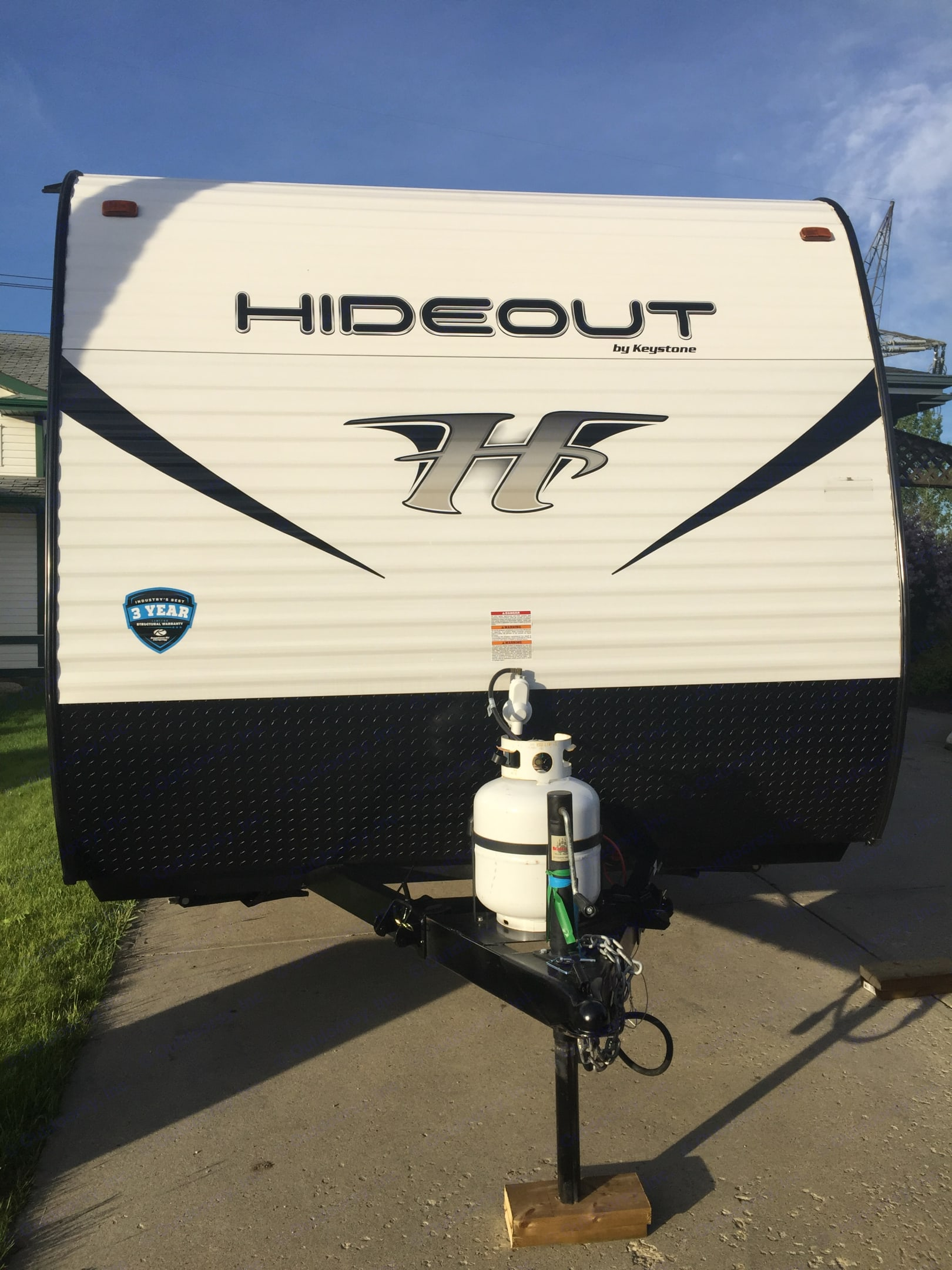 See this in your review mirror while hauling it down the road. Keystone Hideout 2019
