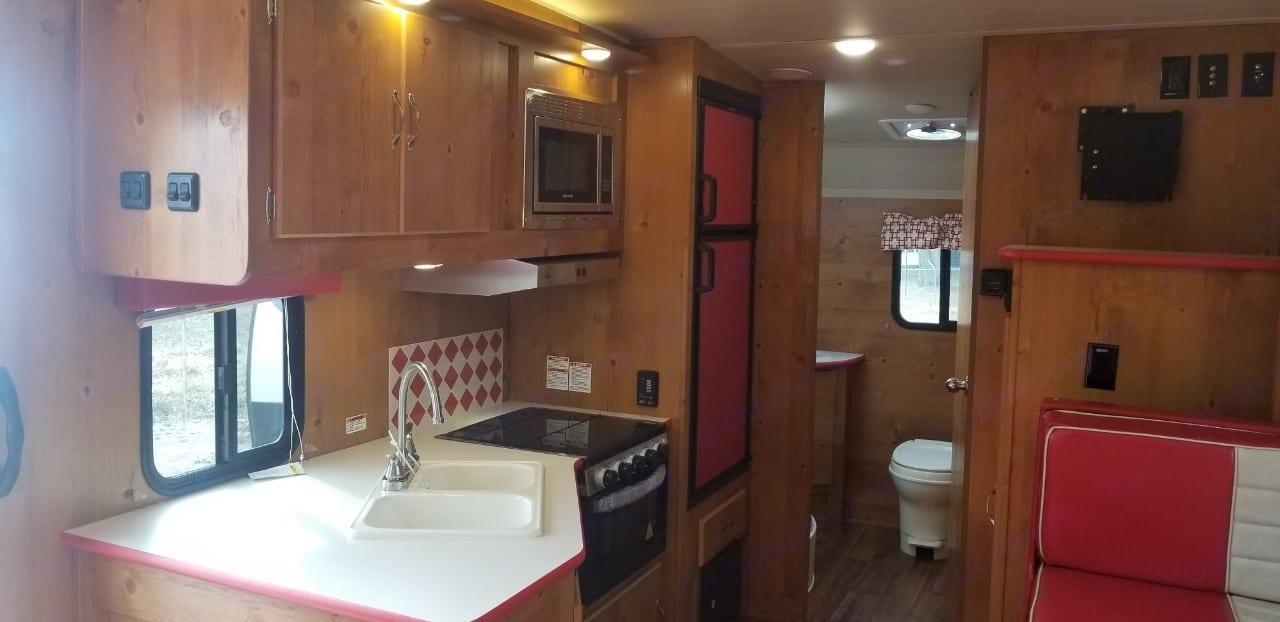 Full kitchen. . Gulf Stream Cruiser 2019