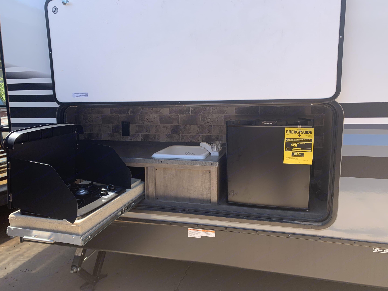 Outdoor kitchen. Forest River Surveyor 2018