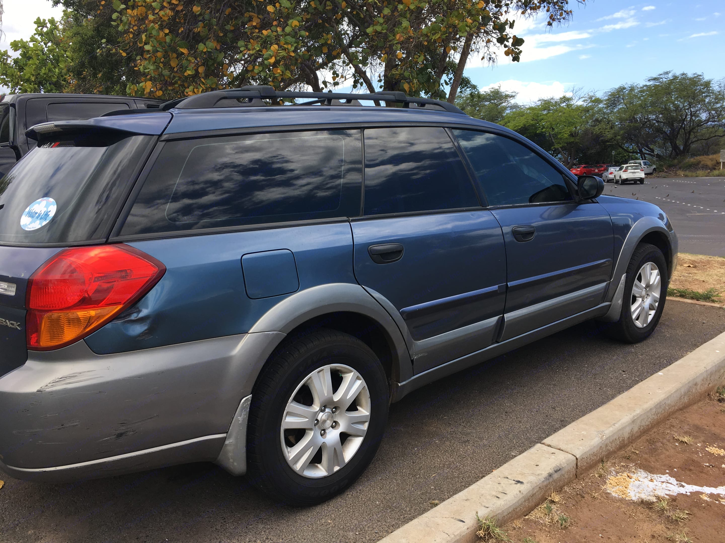 Tinted widows for privacy & keeping your belongings cool:-). Subaru Outback 2005