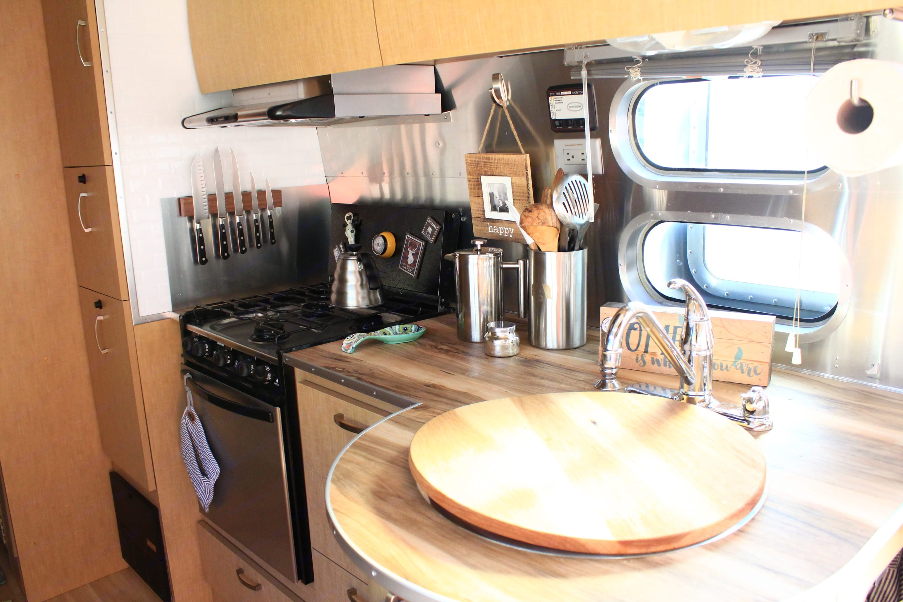 Kitchen stocked with all of your cooking needs.. Airstream Flying Cloud 2009