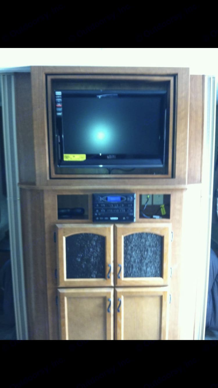 Tv/ DVD combo and radio with outdoor speakers . Prime Time Tracer 2013