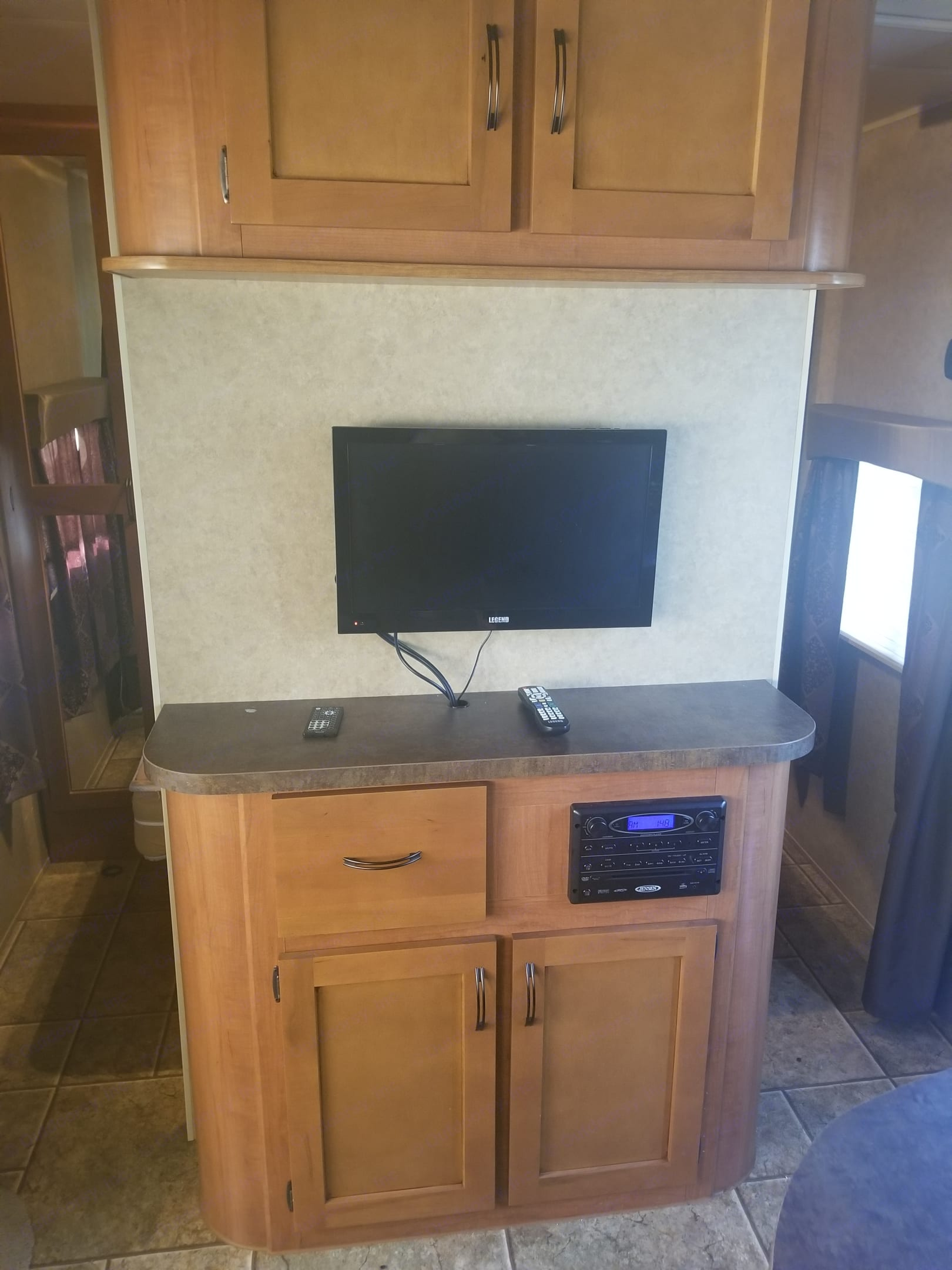 Entertainment area . Forest River Cherokee Grey Wolf 2014