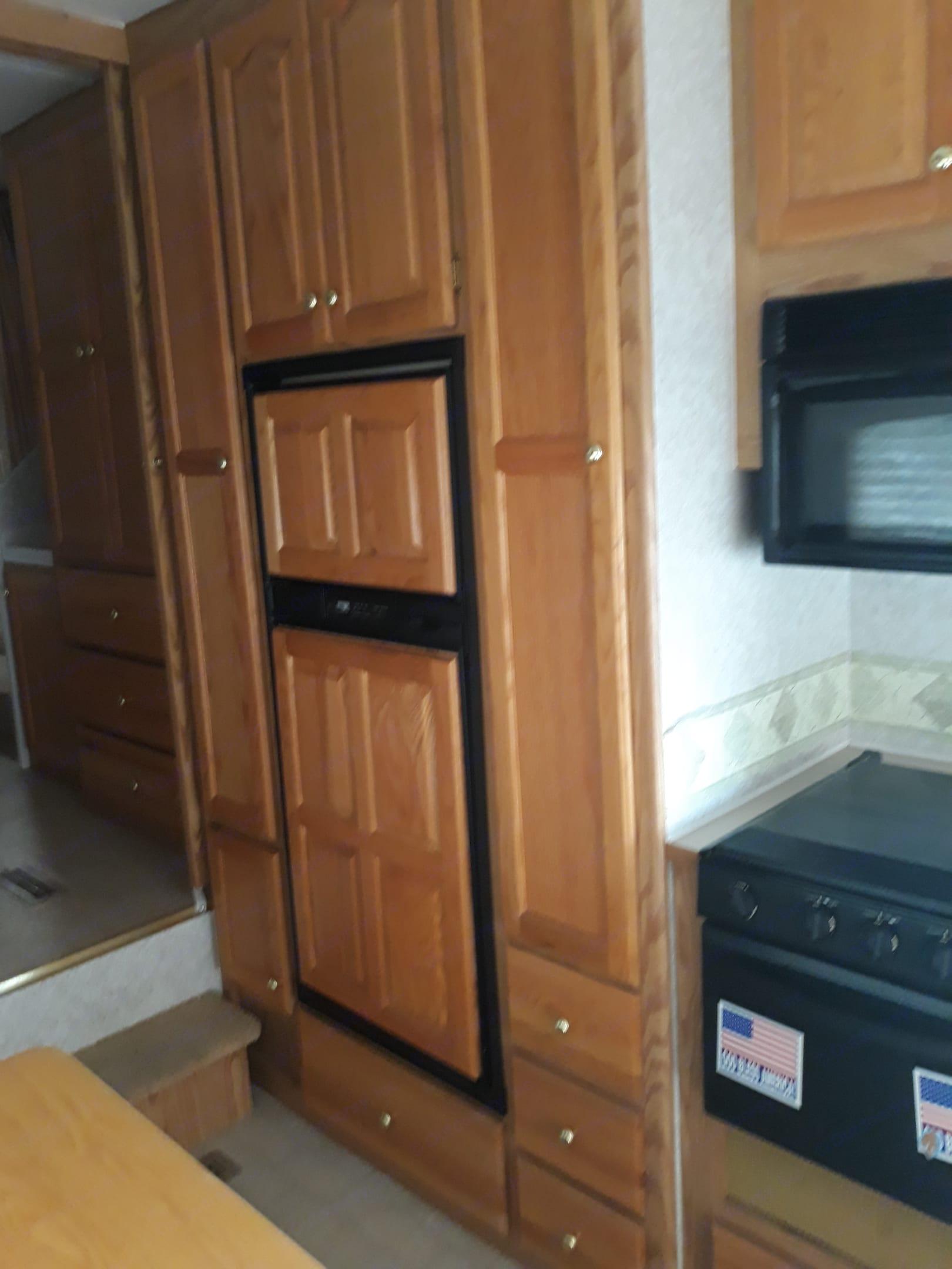 Fridge, freezer and storage . Ameri-Camp 290rls 2004