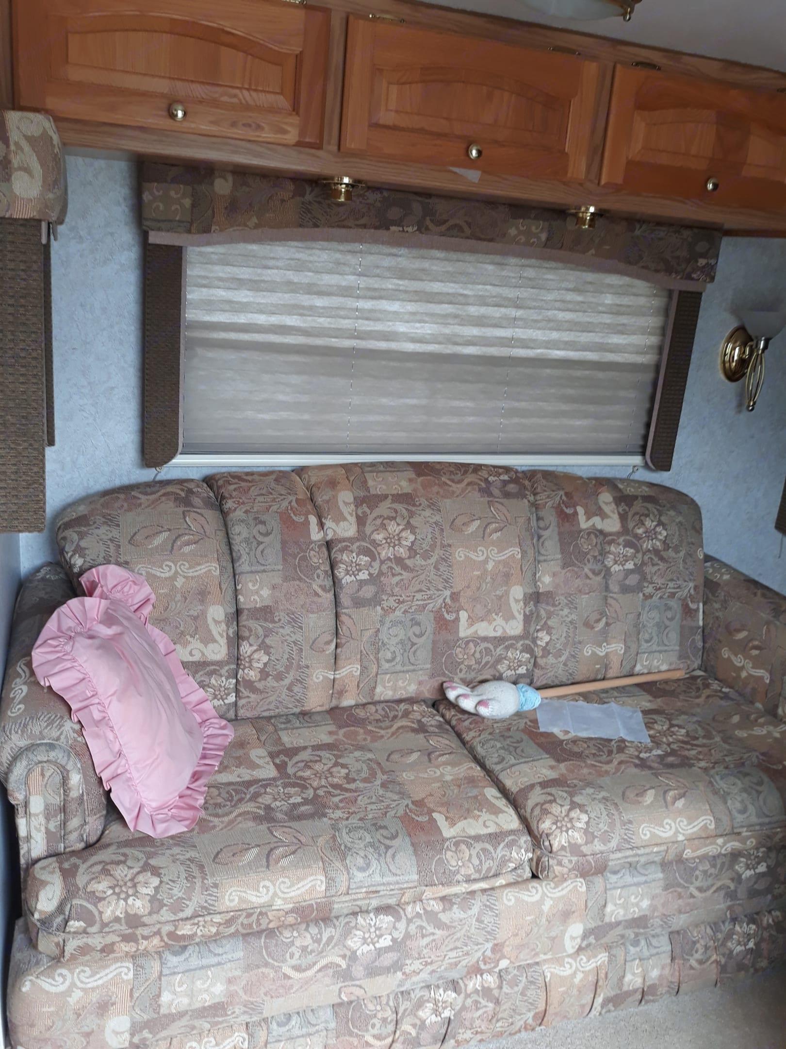 Couch, that pulls out u. Ameri-Camp 290rls 2004