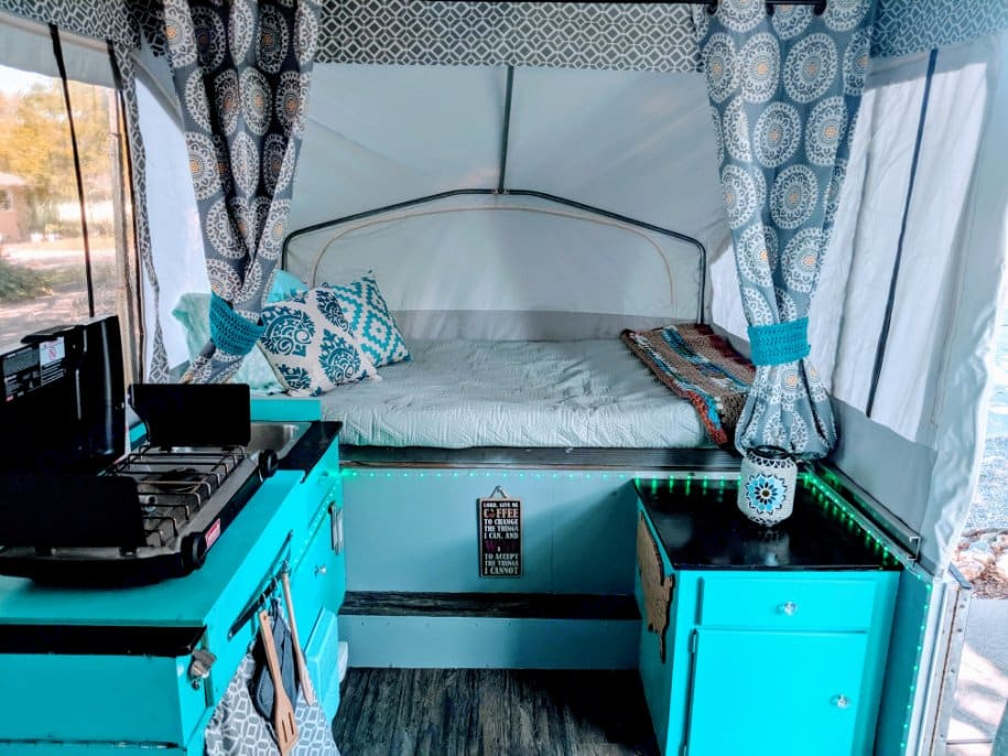 Plenty of room for prepping meals in the kitchenette. Don't forget to put a pin in the cork map of the fun places you visited!. Jayco 806 1992