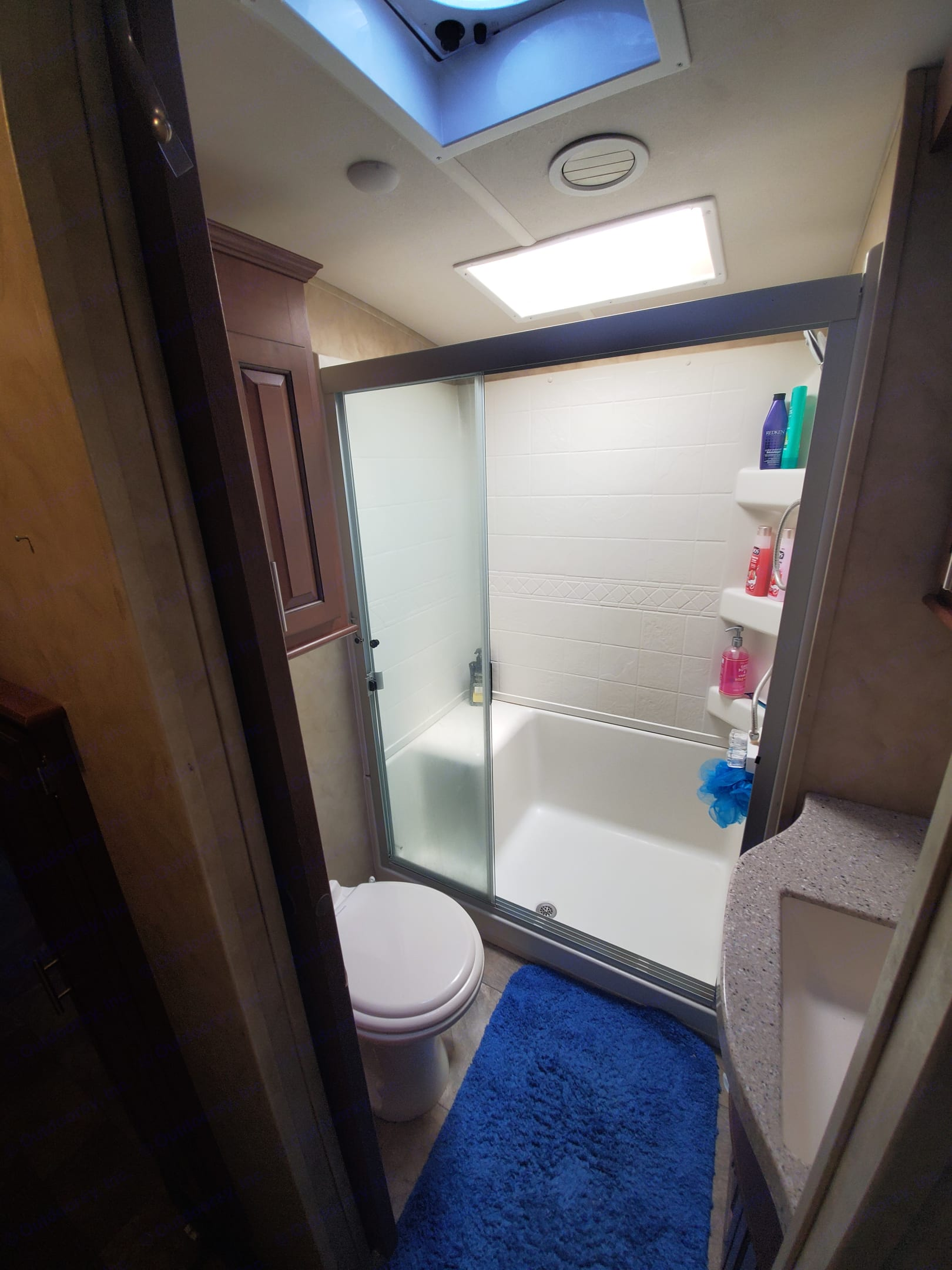 I love the open wide shower doors. Makes getting in & out super easy. . Forest River Cedar Creek Silverback 2014