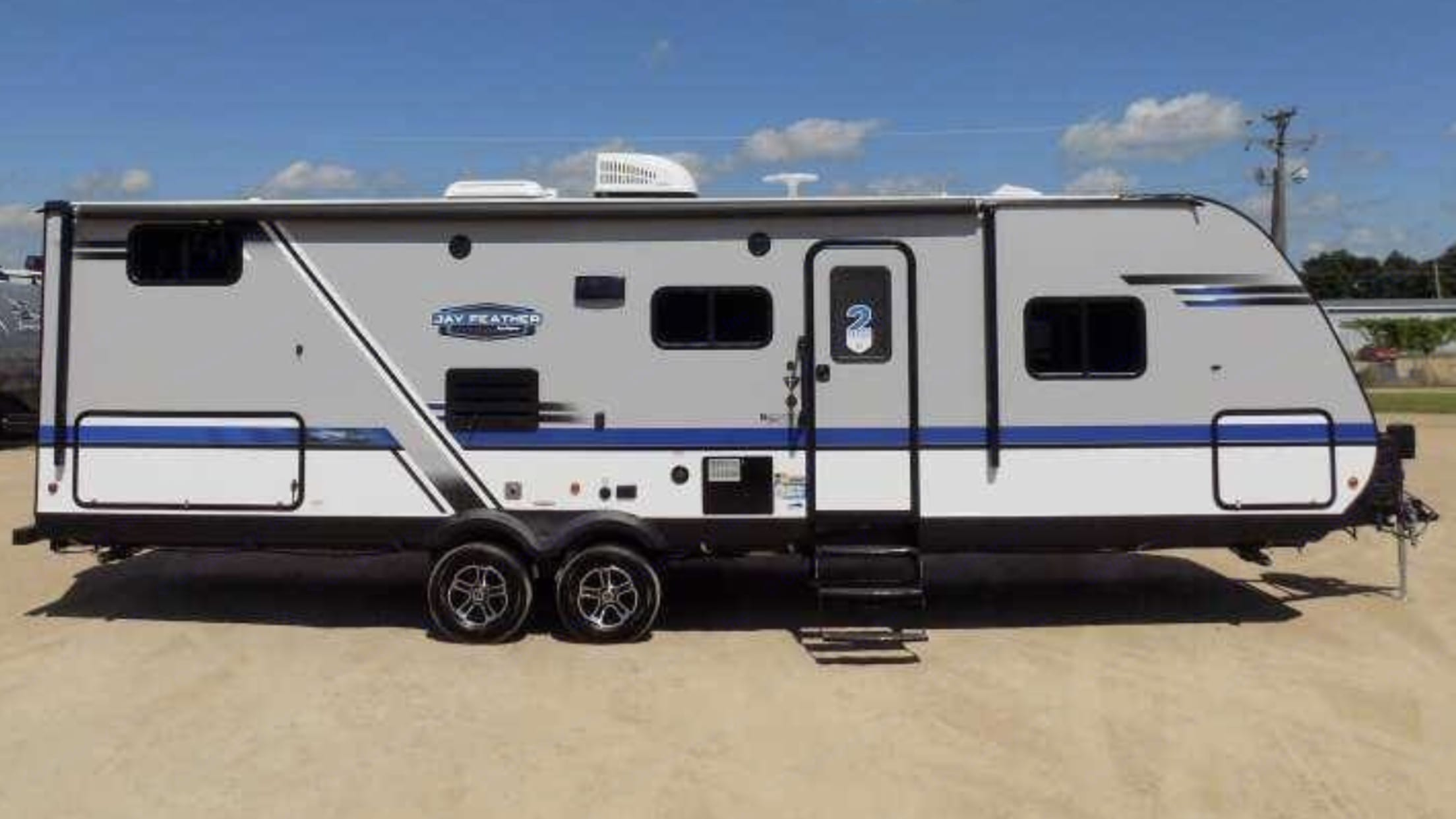 New beautiful RV! We take excellent care of our RV so you can enjoy the feeling of a new camper! . Jayco Jay Feather 2019