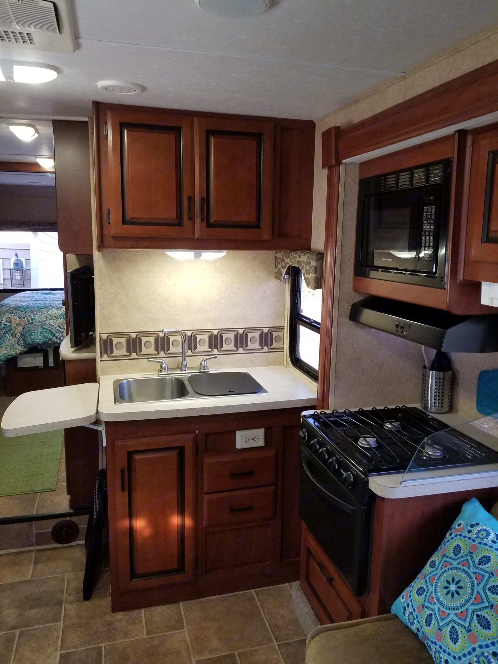 Full kitchen with exp. Forest River Sunseeker 2011