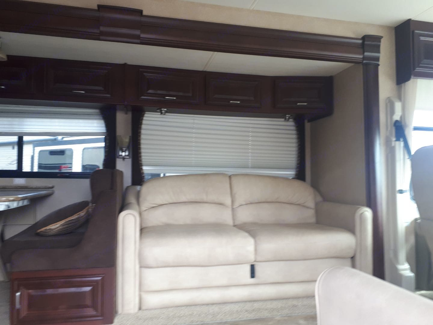 Soft leather seating for extra comfort. Thor Motor Coach Challenger 2011