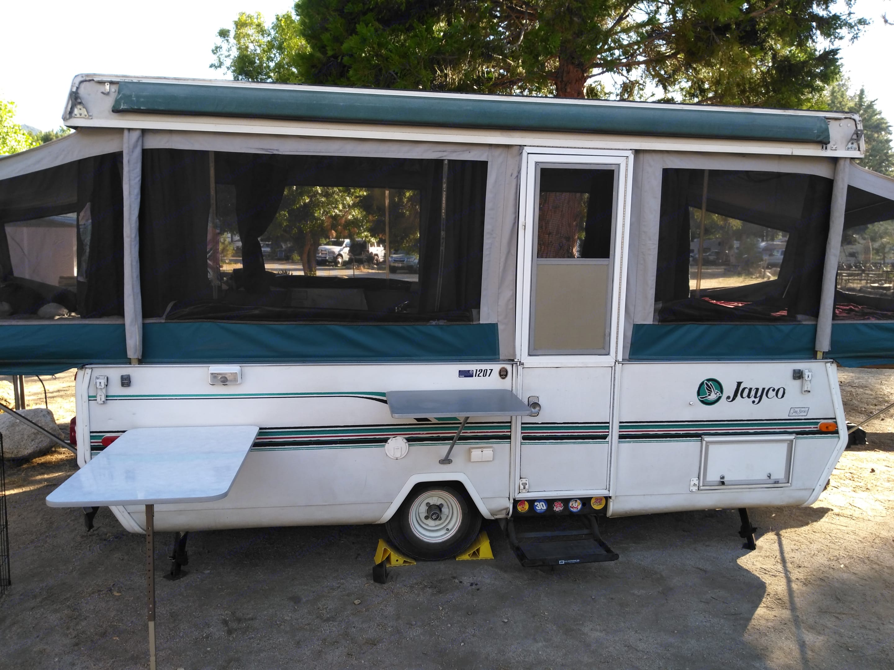 Let your adventures begin with this super spacious and clean pop-up camper. . Jayco Jay Series 1996