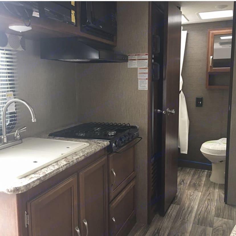 The bathroom, kitchen, stove and TV. . Keystone Passport 2017