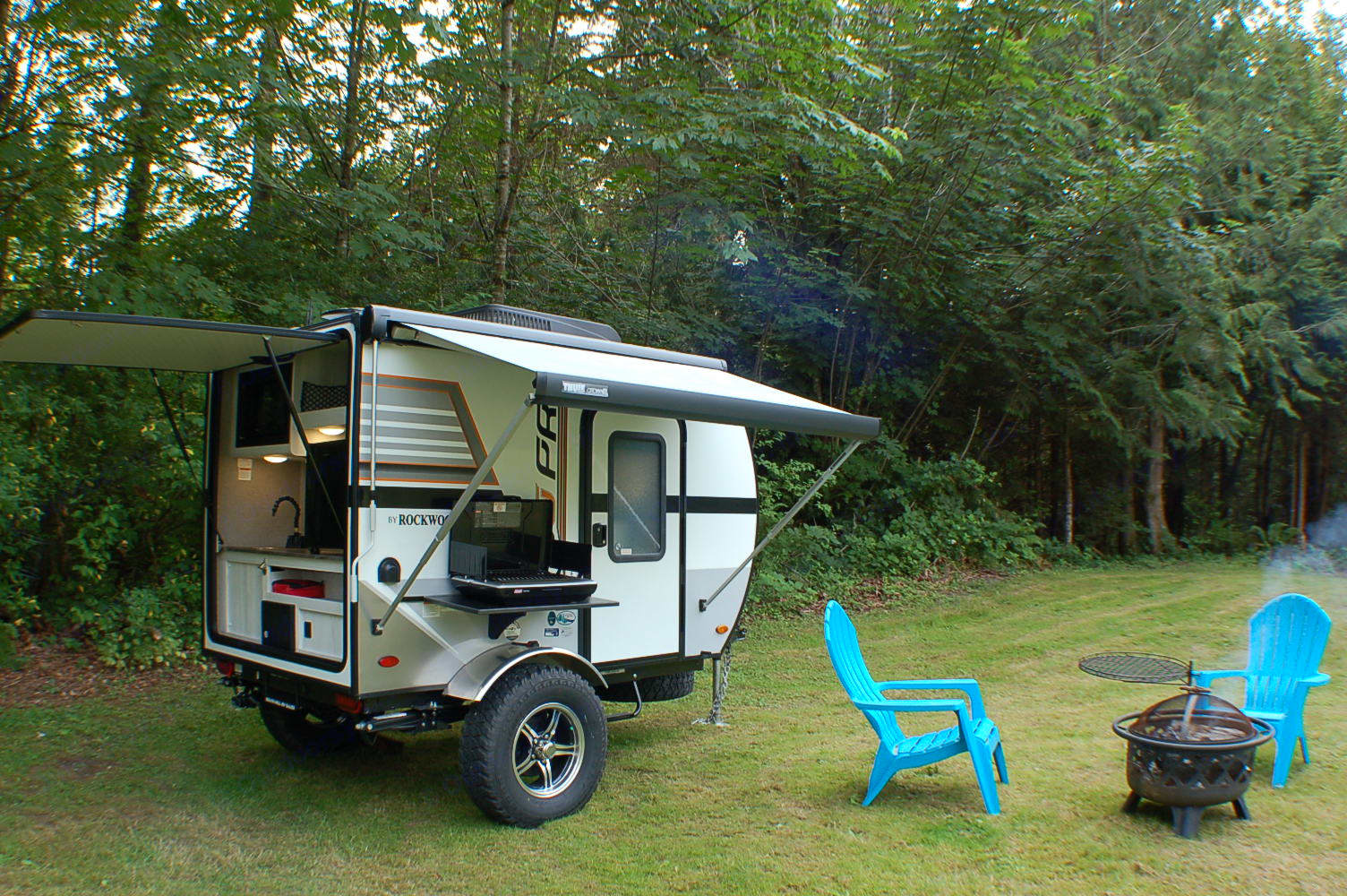 Covered exit and kitchen to stay dry in those dewy mornings! Coleman stove for cooking.. Forest River Rockwood 2019
