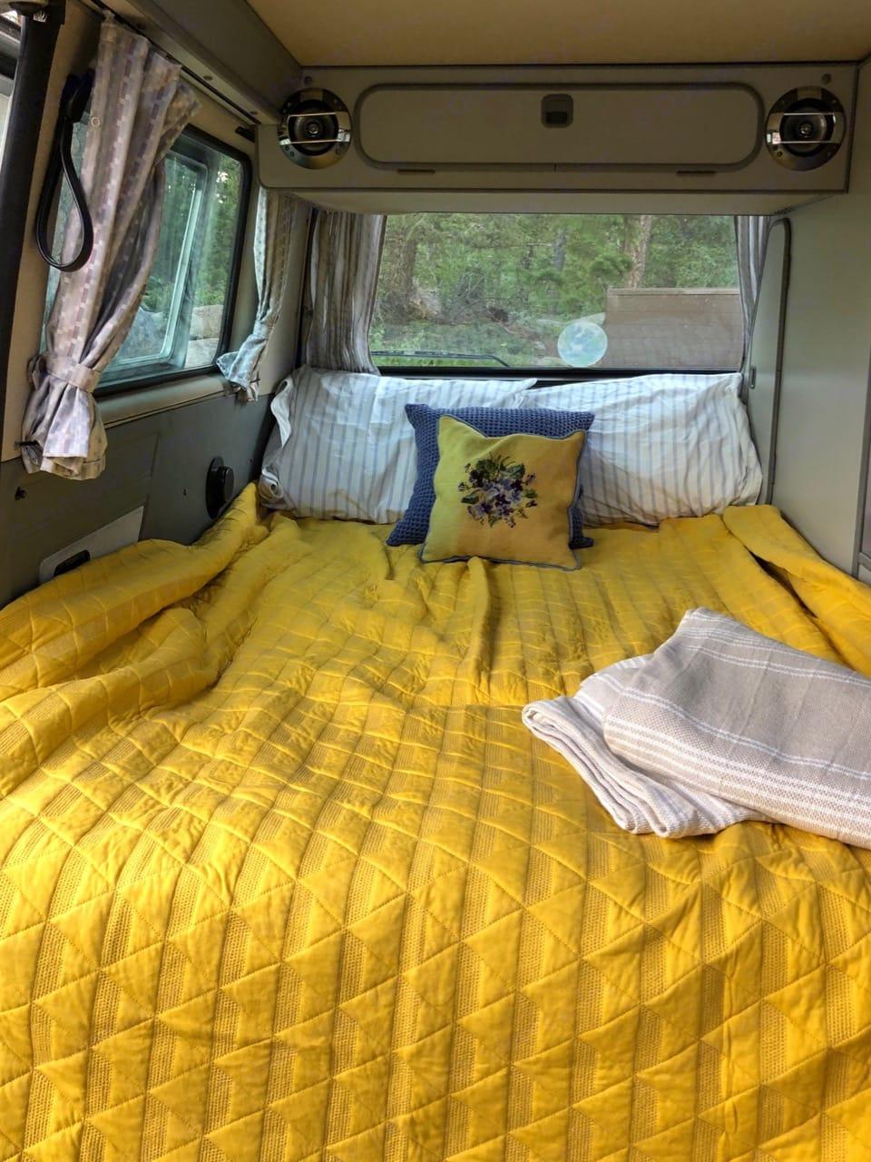 Downstairs sleeping quarters.  Clean bedding, towels, cookware etc including with rental.. Volkswagen Vanagon Westfalia Pop Top 1987