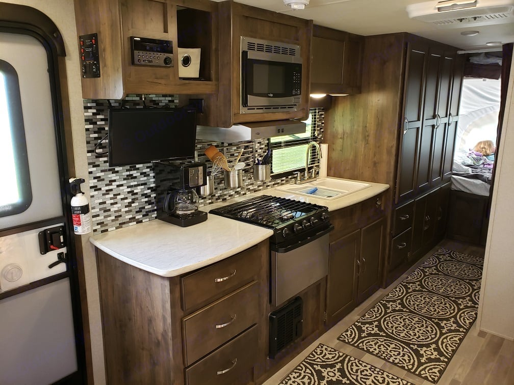 Large kitchen comes with coffee maker, toaster, plates, cups and utensils!. Aerolite Aerolite 2018