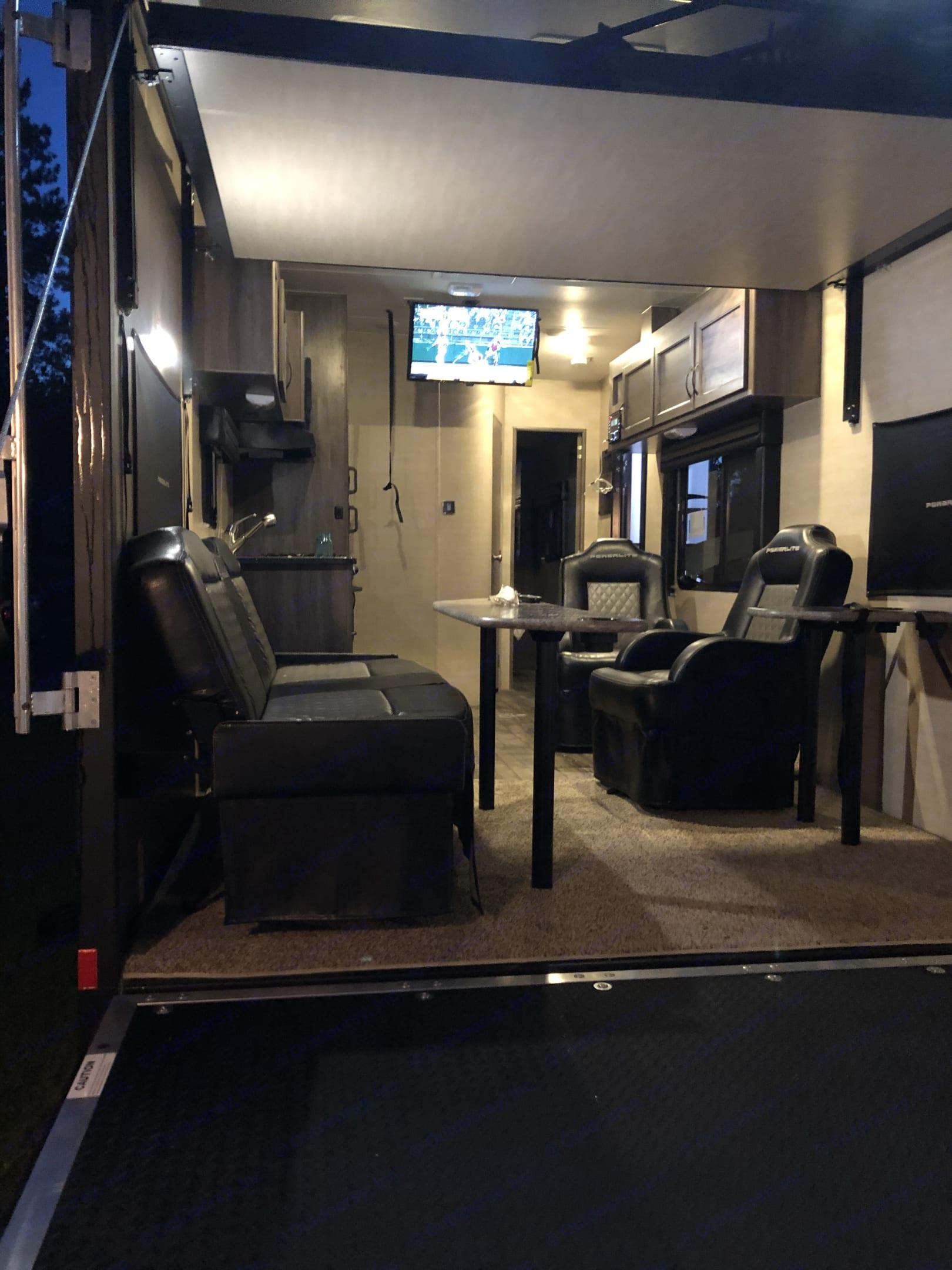 Pacific Coachworks Powerlite 2019