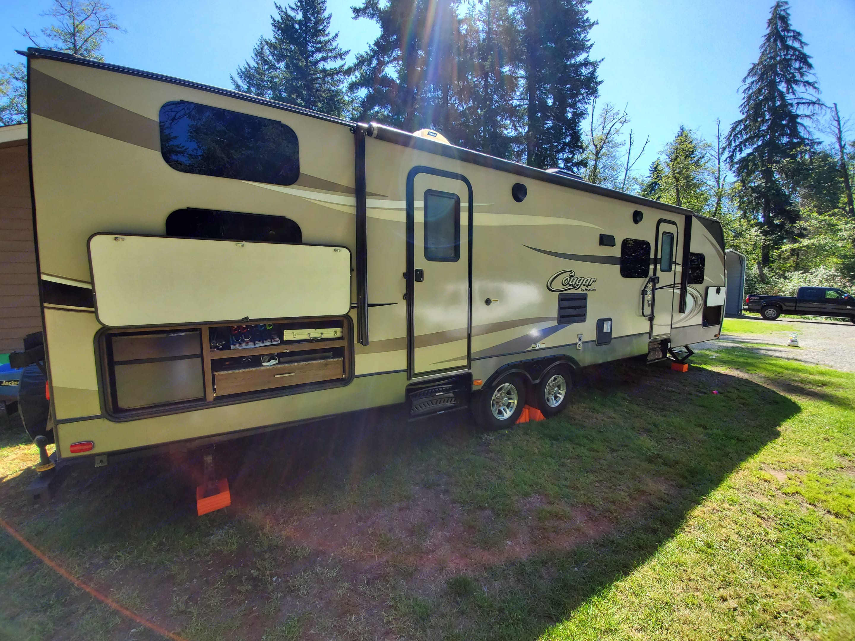 Awning and 2 door entry.. Keystone Cougar 2017