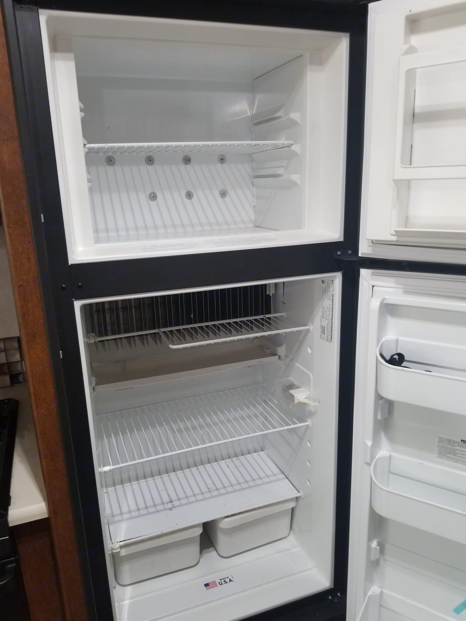 Refrigerator and freezer. Coachmen Pursuit 2014