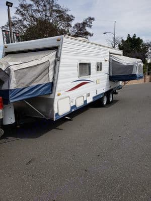 From the back you can see the Main pop up and the backside popup. Thor Motor Coach Tahoe 2003