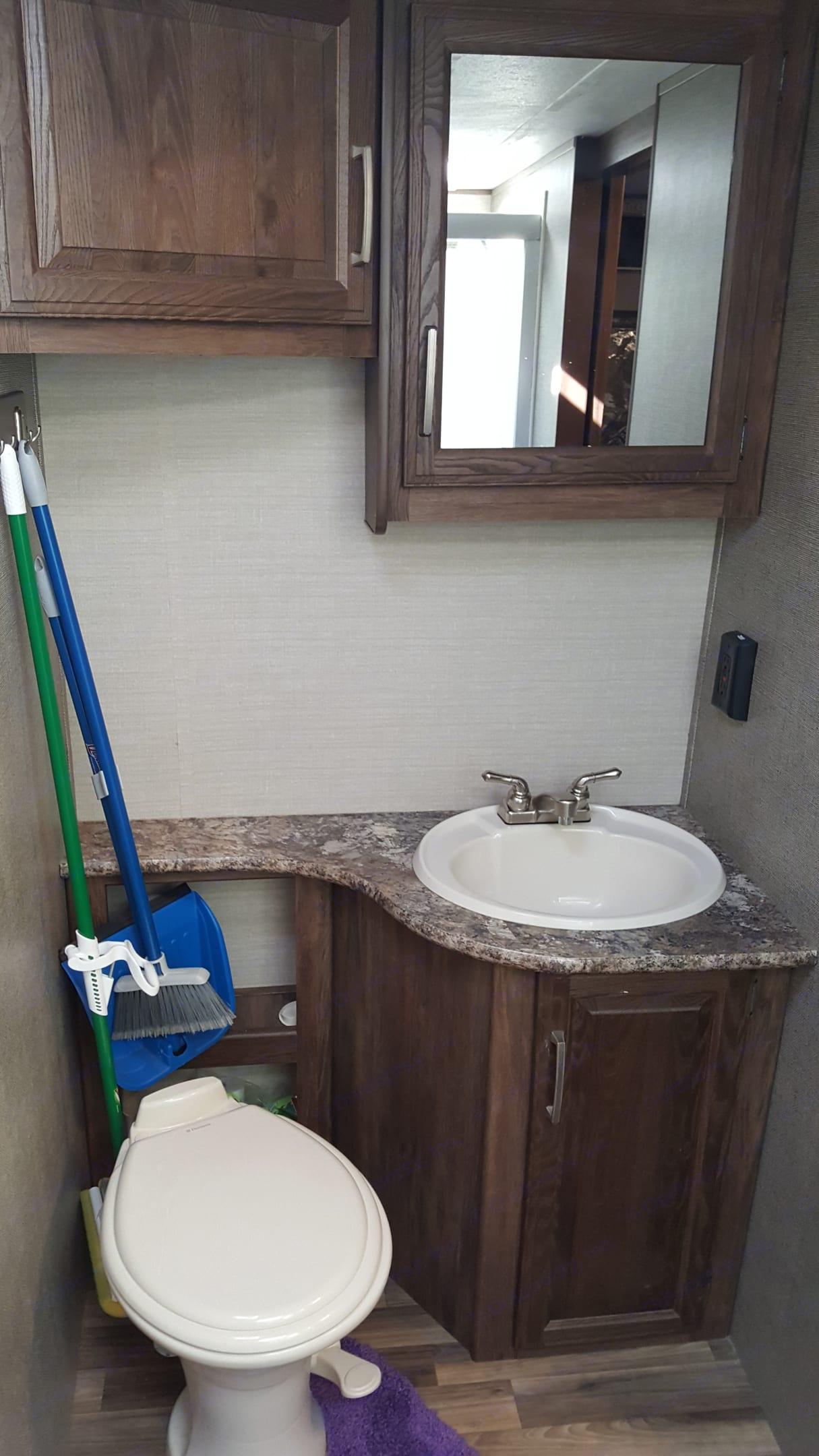 Bathroom Sink. Keystone Cougar 2017