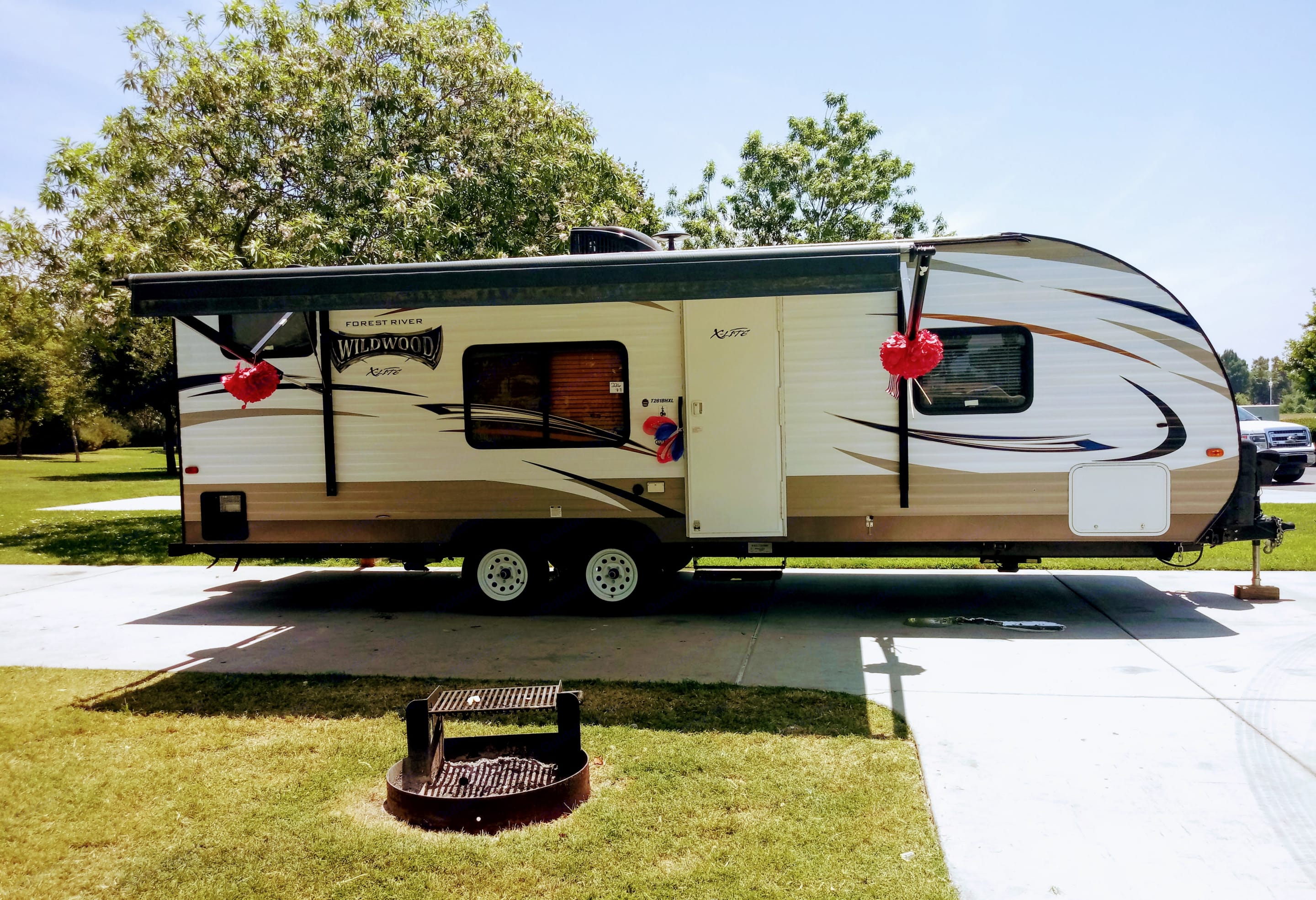 Travel Trailer set up nicely.. Forest River Wildwood X-Lite 2017